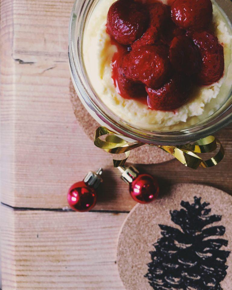 1 minūtes siera kūka mikroviļņu krāsnī - ja nu kāds vēl nepiedzīvoja Ziemassvētku brīnumu, varat revanšēties pagatavojot siera kūku.. mikroviļņu krāsniņā. tie nav nekādi joki.