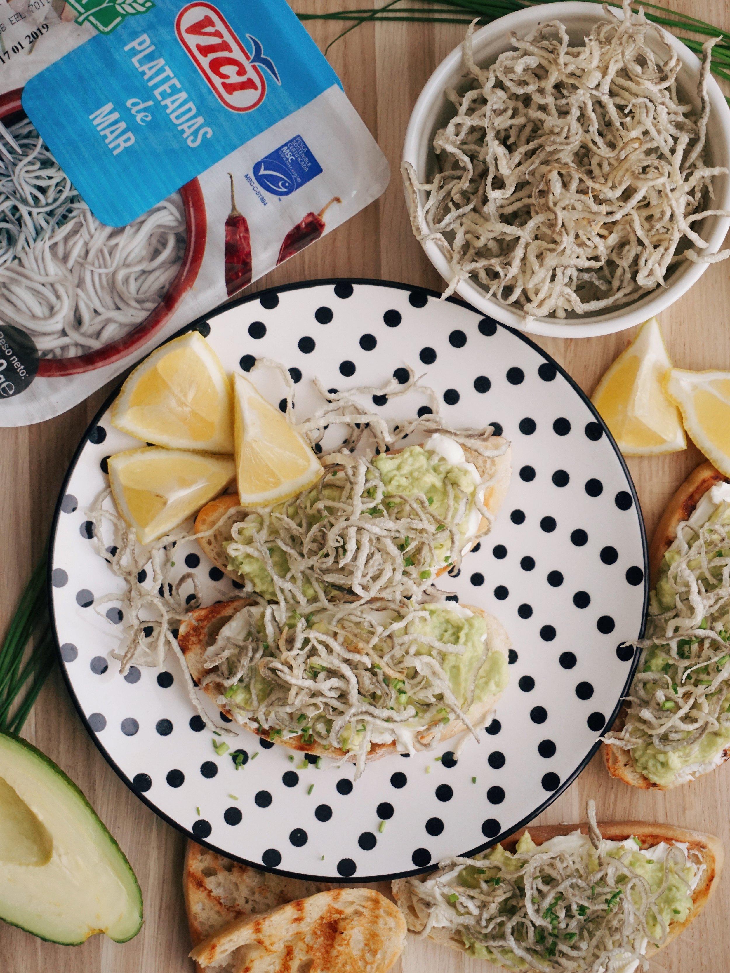karaliskās brokastmaizītes ar kraukšķīgiem surimi čipsiem - labrīt un labu apetīti! ir tādas reizes, kad arī brokastīs var ēst čipsus un par to arī šoreiz stāsts. jā, brokastīm jābūt aši pagatavojamām un šis nav izņēmums, bet jau iepriekš jūs brīdinu, ka šitos čipsus gribēsiet uzgatavot ne tikai no rīta, bet arī vakariņās 😄😅