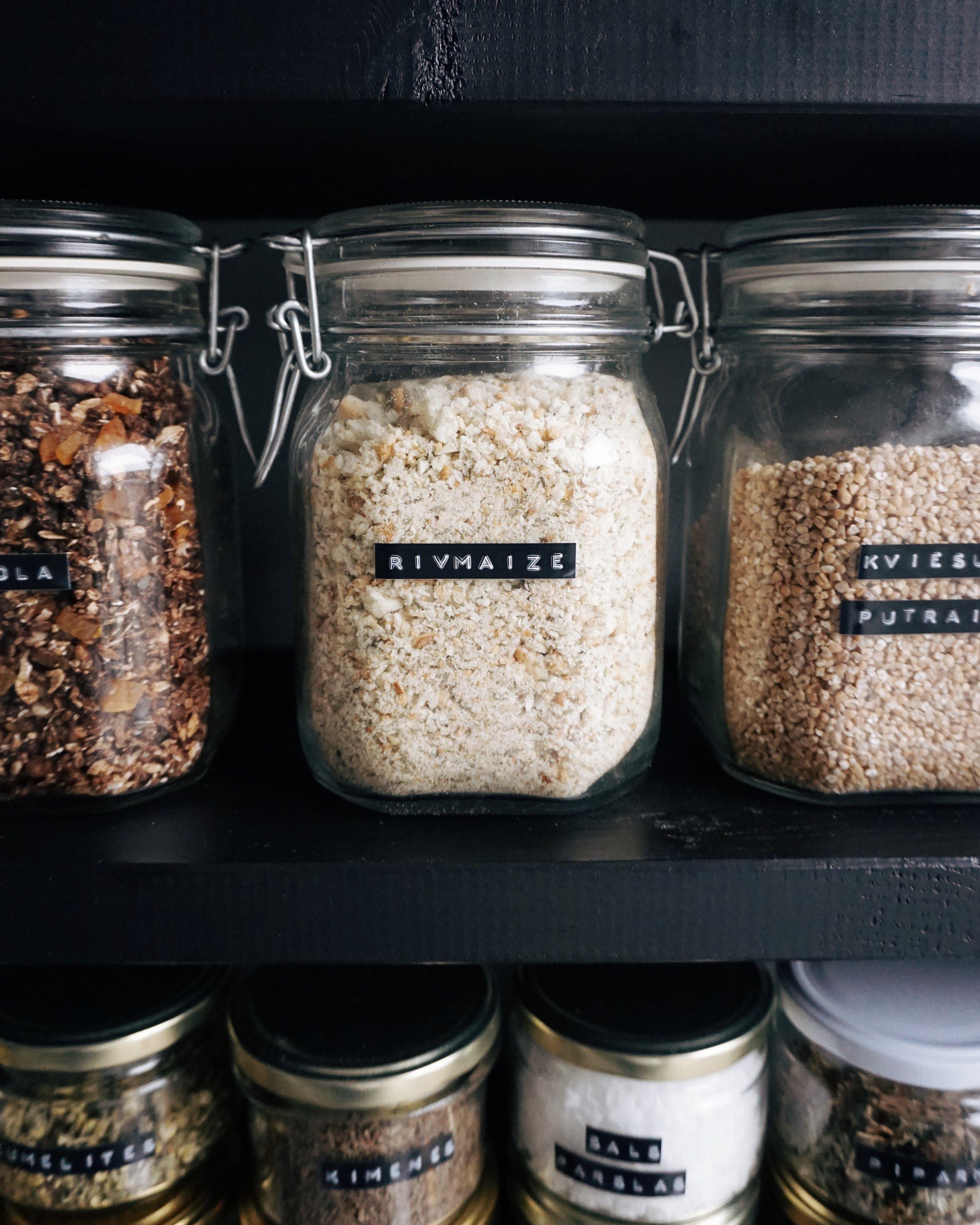 mājās gatavota rīvmaize ar garšaugiem - kā pašiem pagatavot patiešām garšīgu rīvmaizi? te būs recepte.