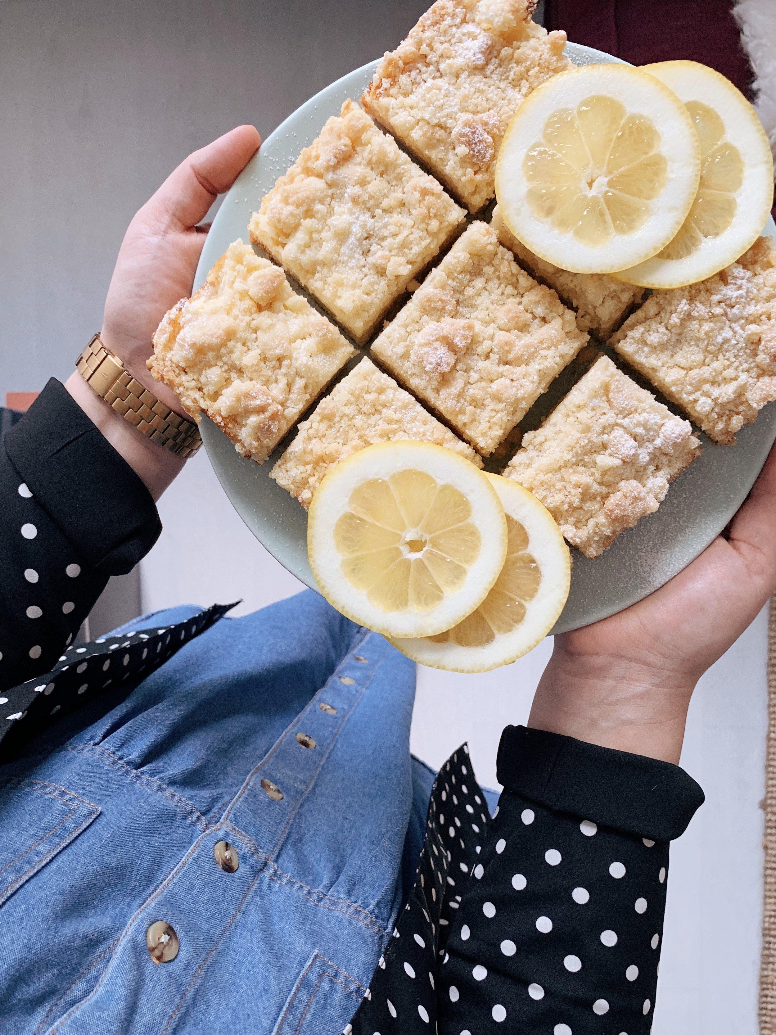 ātrā citronu kūka - vienu mazu citrona kūciņu nedēļas vidū? kāpēc ne? šī būs tāda mitra, ar drumstalu virspusi, riktīgu citronu sirdī un pagatavojama ašāk par ašu 🍋🍋🍋
