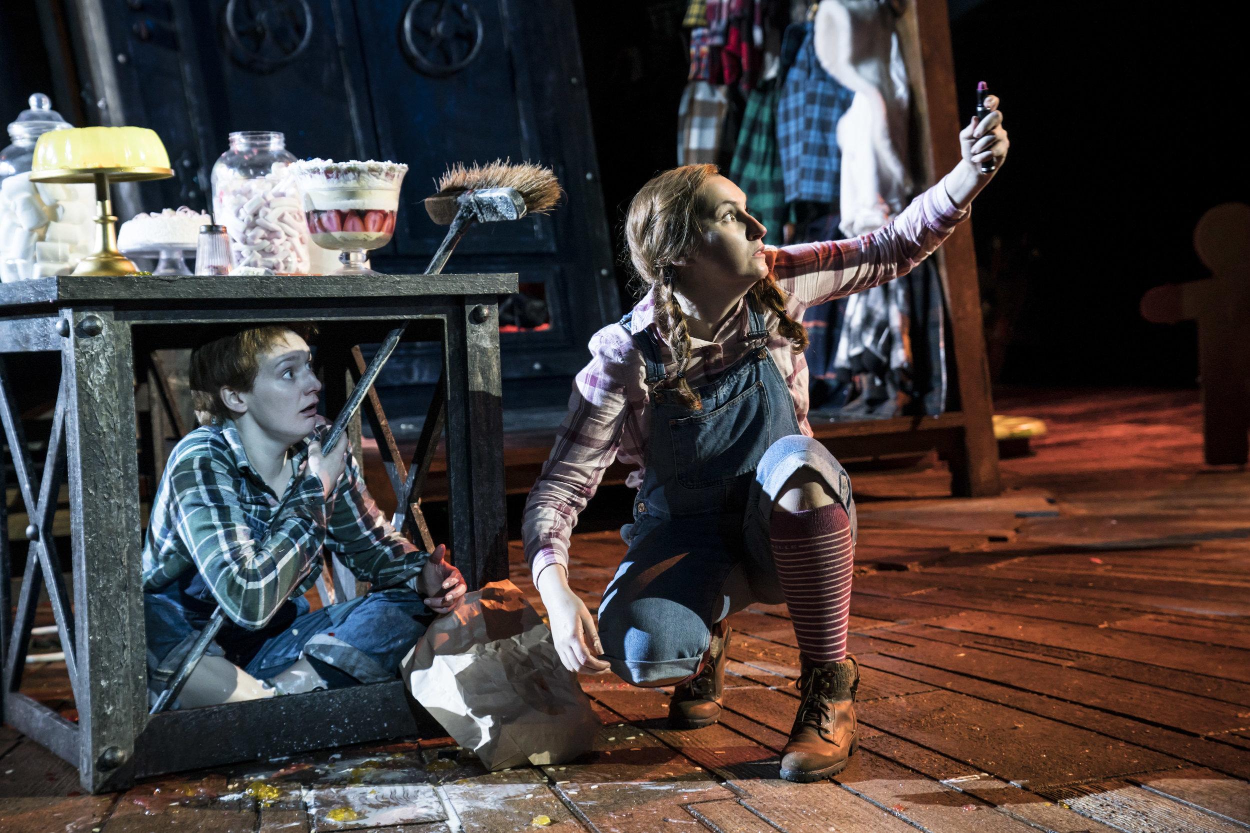 Heather Lowe and Elizabeth Karani as Hansel and Gretel. Photo Johan Persson. (2).jpg