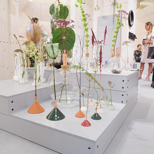 So I came across this Swedish brand @scandinaviaform at 100% Design last year and I was so pleased to see them with a new product range at the London Design Fair 2019. Such delicate details, these vases really promote the feeling of wellbeing by connecting us to nature 🙌🏻⠀ ⠀ Is anyone else getting those feel good vibes? 🙋🏻♀️⠀ ⠀ #swidishdesignpavilion #ldf19 #scandi #interiordesigner #interiorsforwellbeing #wellbeingathome #scandihome #scandinavianliving #thedelightofdecor #standoutstyling #aconsideredhome #mumdoesdesign ⠀ ⠀ ⠀ ⠀ ⠀ ⠀ ⠀ ⠀ ⠀ ⠀