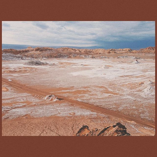 after a five days of waiting, the area tour guides went on strike to open at least some tourist areas. what looks like snow is actually salt coming up from the ground - the guide said it would go back to a more mars-like red after a few days. otherworldly magic!🌚🌝🧂❄️🔮
