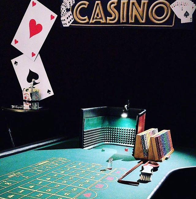 Tänään juhlitaan asiakasyrityksemme 20 vuotisjuhlia Casino teemalla 🎉 ja illanpäätteeksihän me pistetään tietysti vielä bileet pystyyn 🙋 #vaikuttaviatapahtumia #avaimetkäteenperiaatteella #luovatpalvelut #yritystapahtuma #somistus #tapahtumasuunnittelu #tapahtumatuotanto