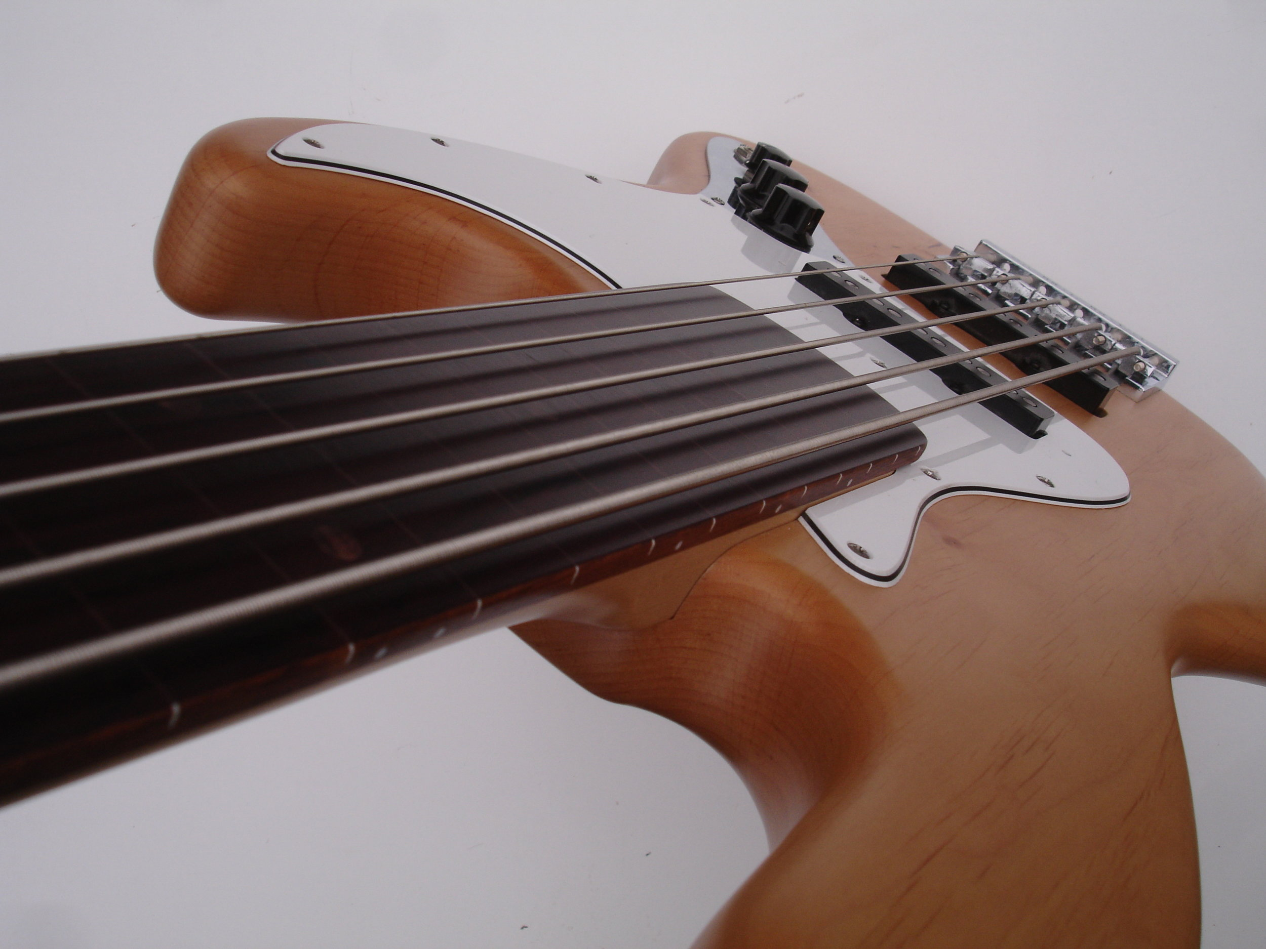 Fretless - No frets - round tone: Jaco sends his regards
