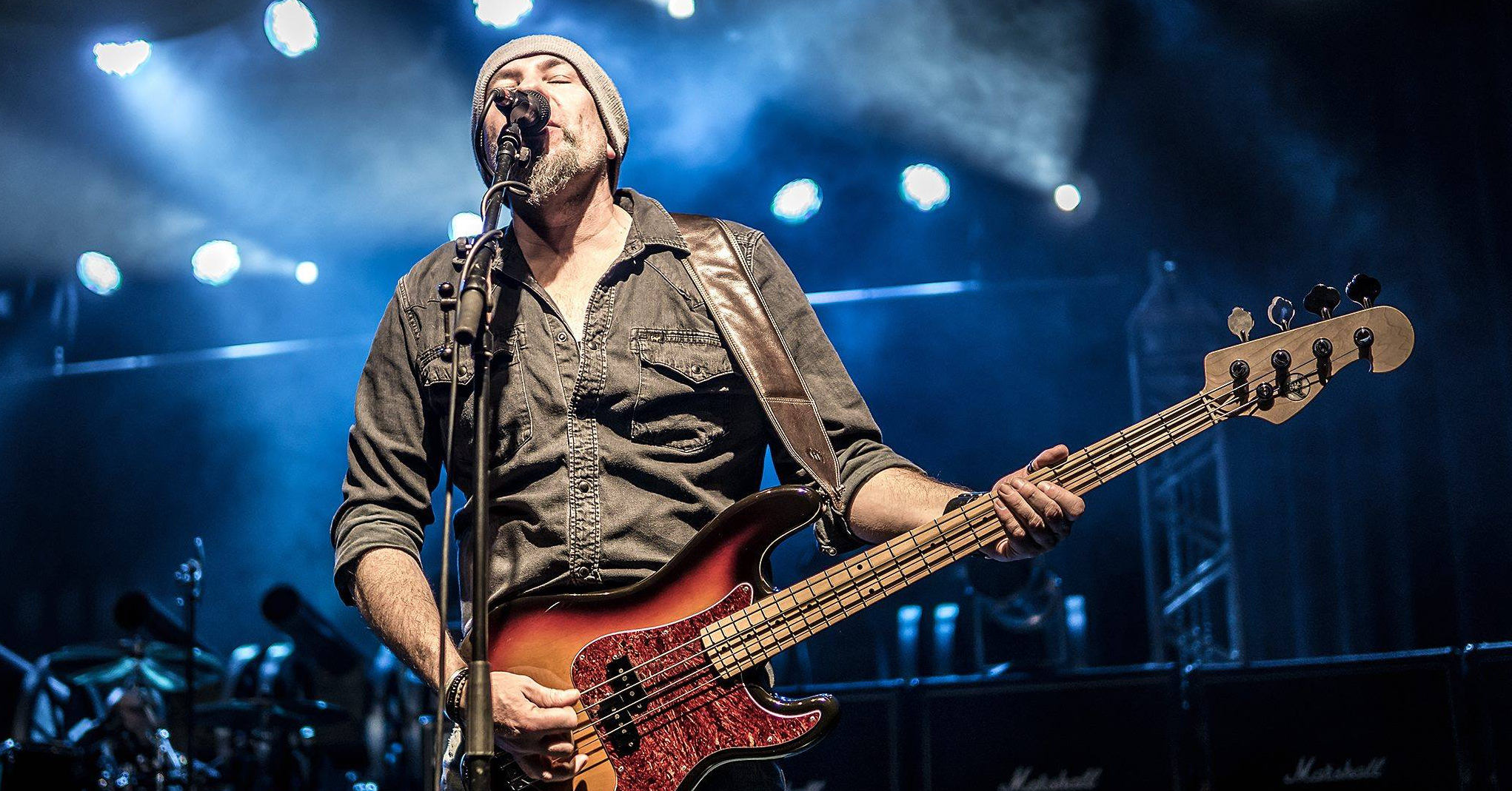 Face behind the Bass -