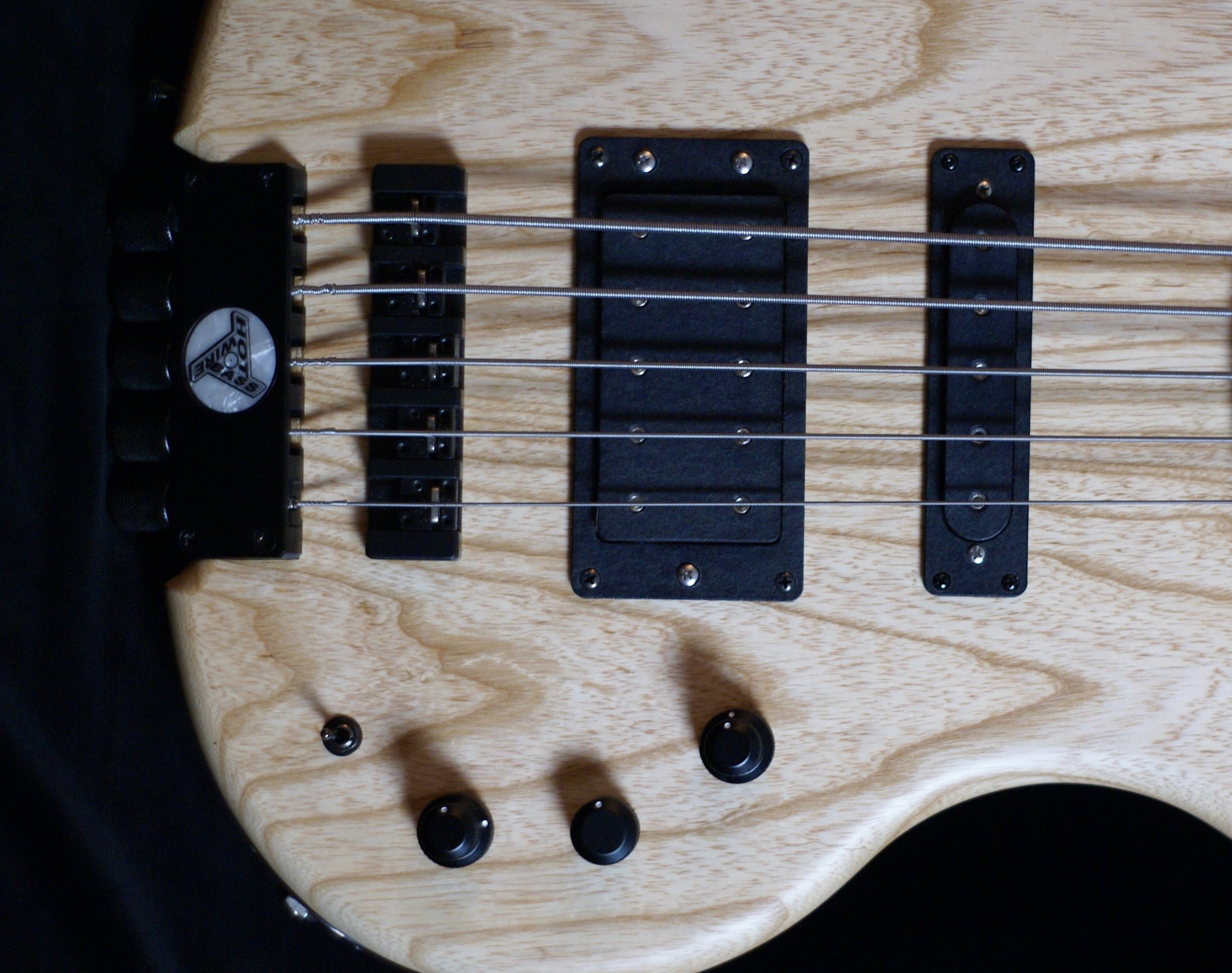 Halfbucker - If you need a lot of room when slapping, you could also consider our Halfbucker. As the name implies, a half W-bucker, but split-coil and therefore a low-noise humbucker.