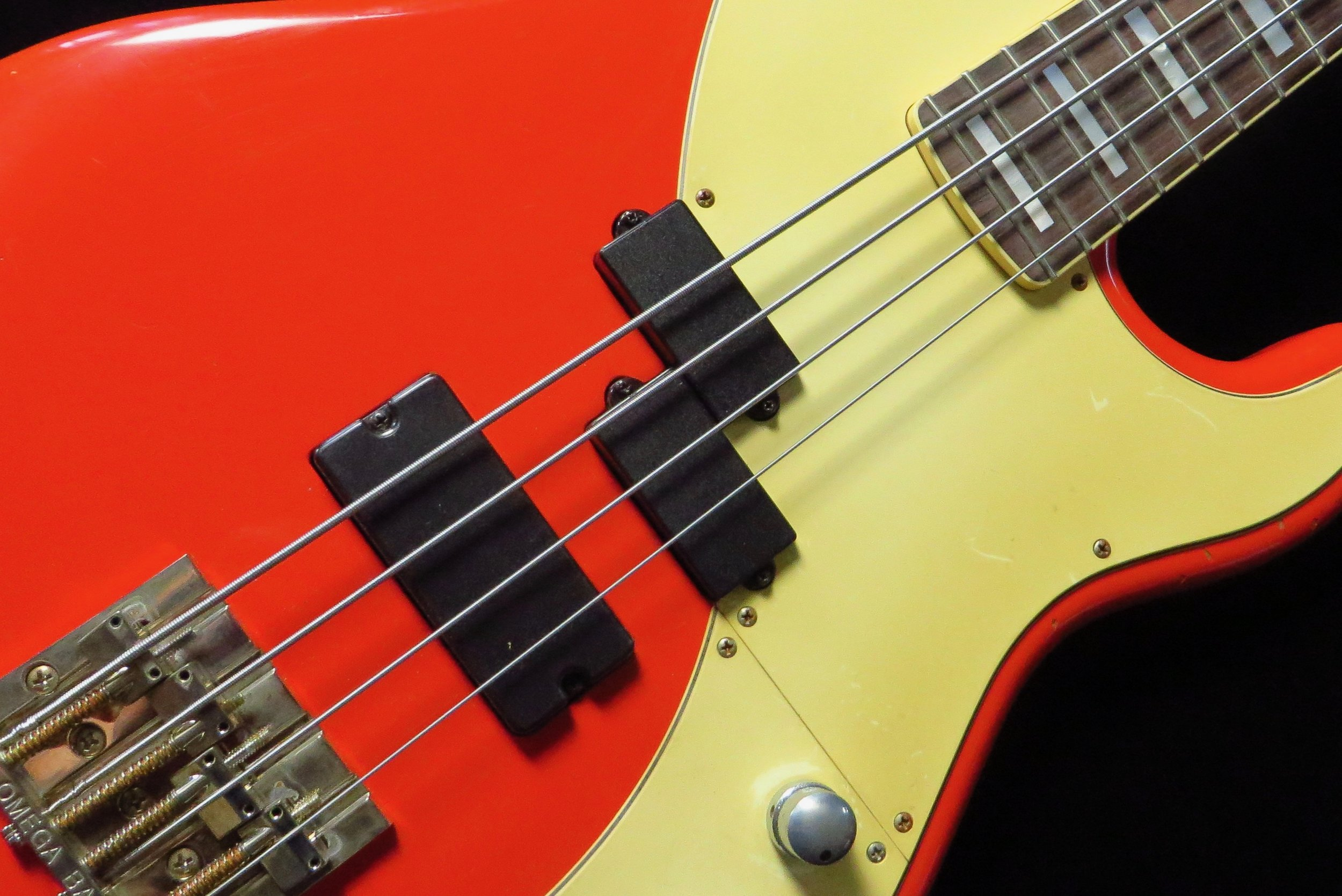 Pee-Soap - For a richer Jay sound we use our soapbar. This humbucker can also be switched to