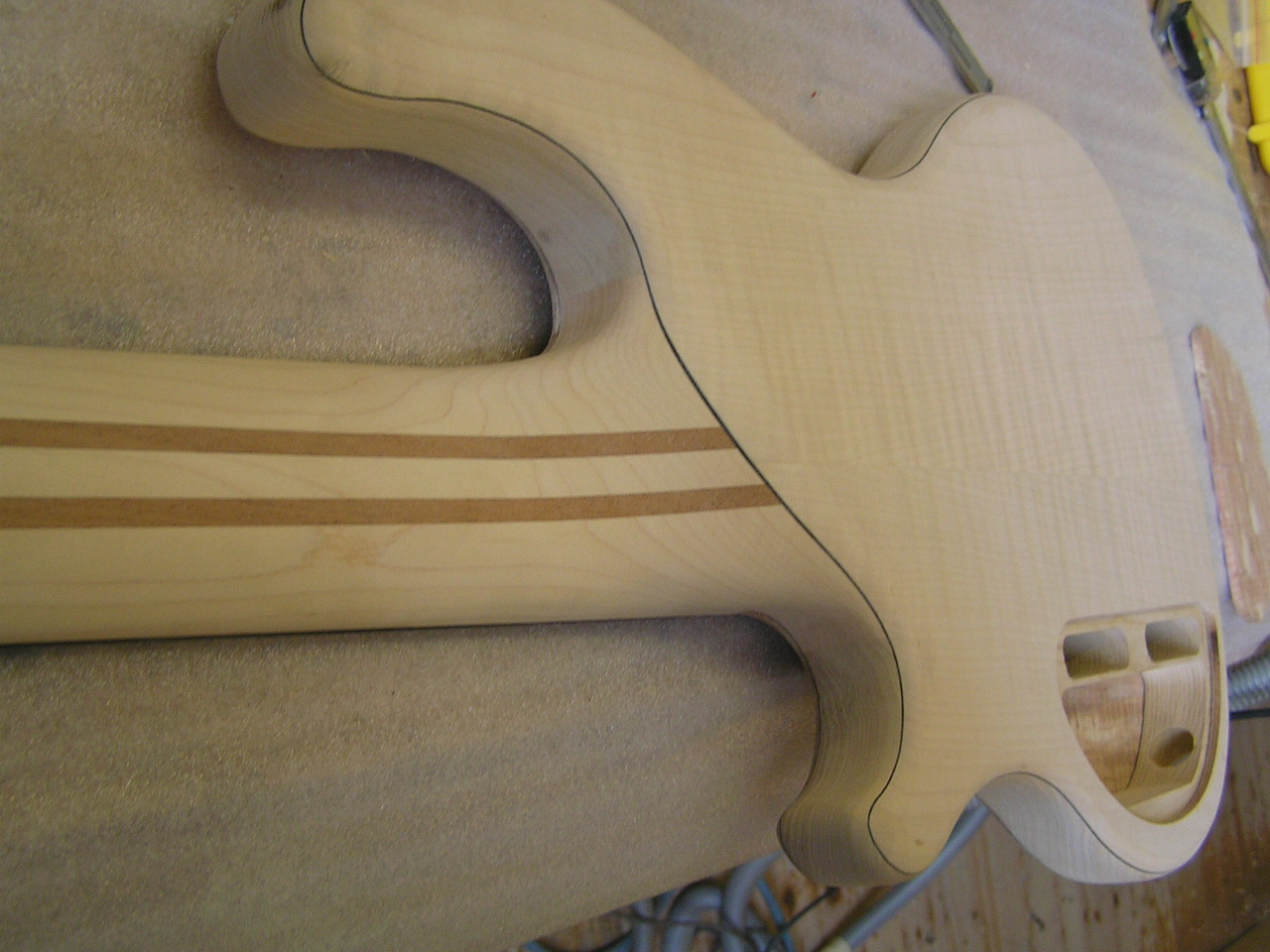 Still sanding. - At some point it almost looks like a bass, but there is still a lot missing.