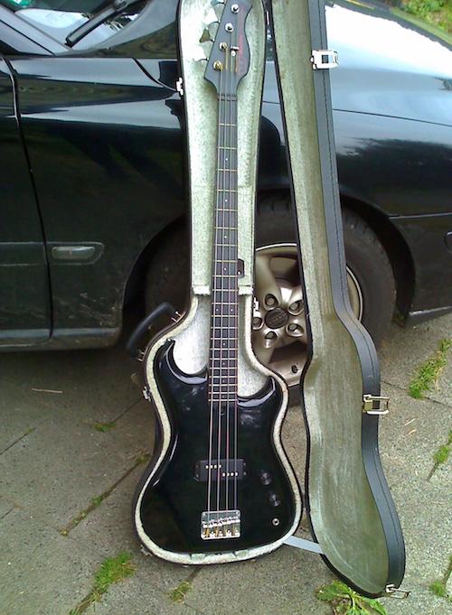 Let´s go west! - Nach Jahrzehnten wurde dieser alte WESTONE-Bass in einer Garage entdeckt. Fast mumifiziert! Der Auftrag: Preisgünstig aufmotzen! Na Klar!