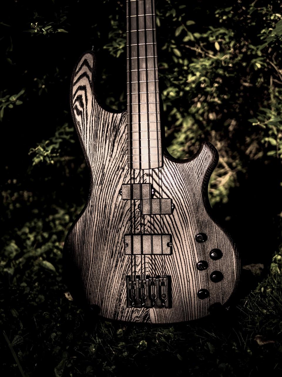 """Hot Wire Dark Bass - Auf der Basis vom Inlaw, hier unser """"Mittelalter-Bass""""!"""