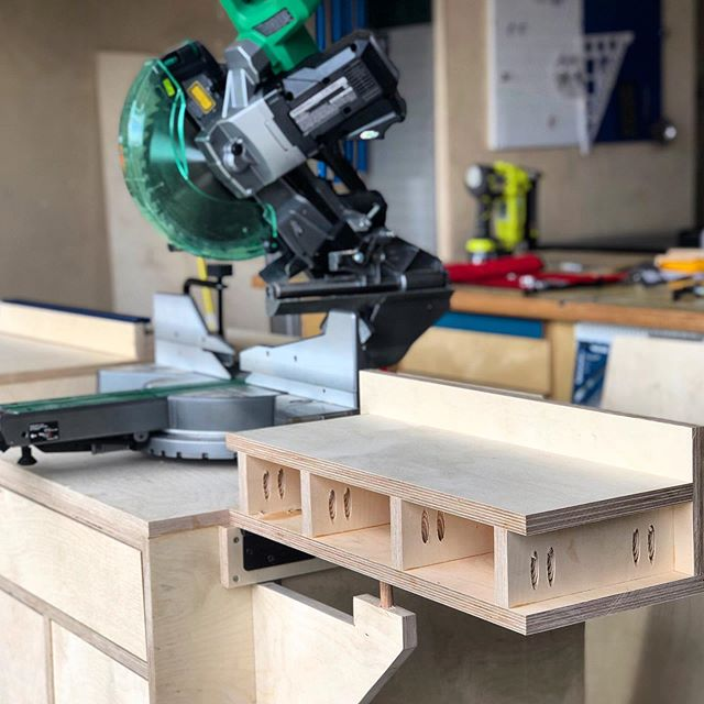 The modular miter saw station build is progressing quite nicely. Didn't know how difficult it was going to be to align the fold out wing, but it was surprisingly easy. Do y'all have tasks that stress you out, but turn out to be nothing? @kregjig