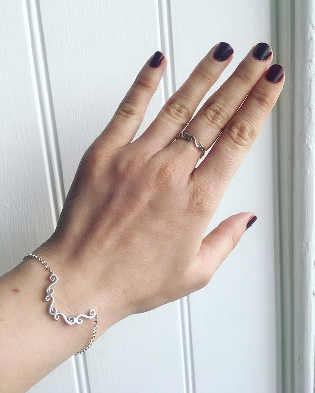 Wearing beautiful silver this Saturday, made by hand by Rachelle Jewellery ✨ . Little details like the handmade clasp fastening make these pieces truly special. It's the small things that make handmade jewellery stand apart. . These pieces are both delicate and timeless. The sort of gift anyone would be delighted to receive... (gifts to yourself count 😉) . . . . . #silverjewellery #delicatejewellery #jewellerydesigner #indieretail #giftsforher #seajewellery #oceanjewellery #handmadejewellery #slowmade #slowfashion #daintyjewellery #delicatejewellery #timelessstyle #wiwt #ootd #supportsmallbusiness #emergingdesigner #giftsforher