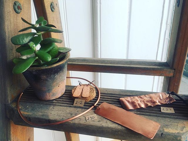 This gorgeous selection would look equally cute with a little black dress or with a casual summer dress. . All pieces are handmade in coated copper (so no turning green!) They're a steal in terms of price point too, a perfect treat for yourself ❤️ . #copperjewellery #handmadejewellery #artisanjewellery #copper #handmade #supportsmallbusiness #ecofashion #indiefashiondesigner #bohojewelry #hippyjewelry #copperjewelry #brightongirl #bohostyle #statementjewelry #chunkyjewelry