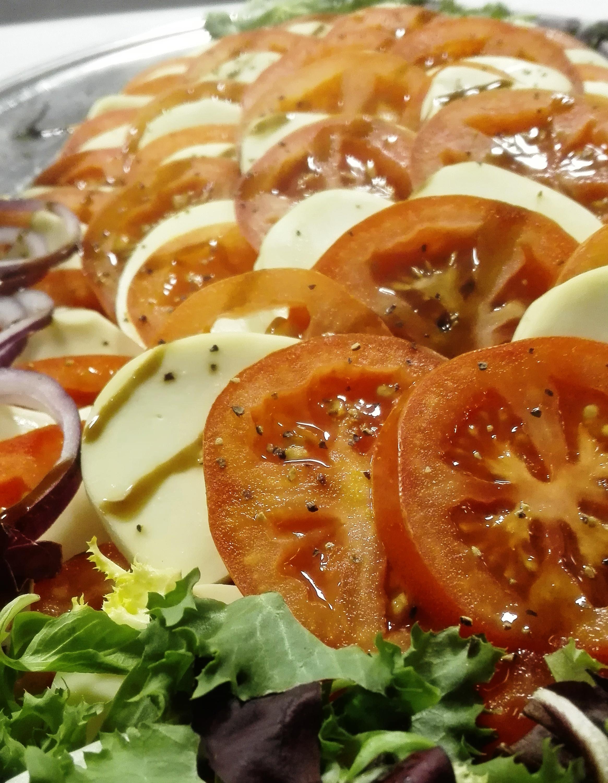 Tom&Crill_lounasravintolat_tampere_tomaattisalaatti