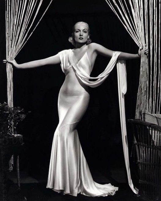 Channeling vintage Hollywood vibes in preparation for TIFF next week. Carole Lombard by E R Richee, 1933.