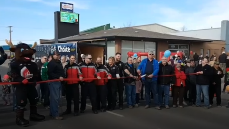 The ribbon cutting ceremony on to unveil the new High St. W