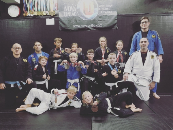 Coaches Donald Booth and Jason Church (On the left) and the kids who competed at the Queen City Open.