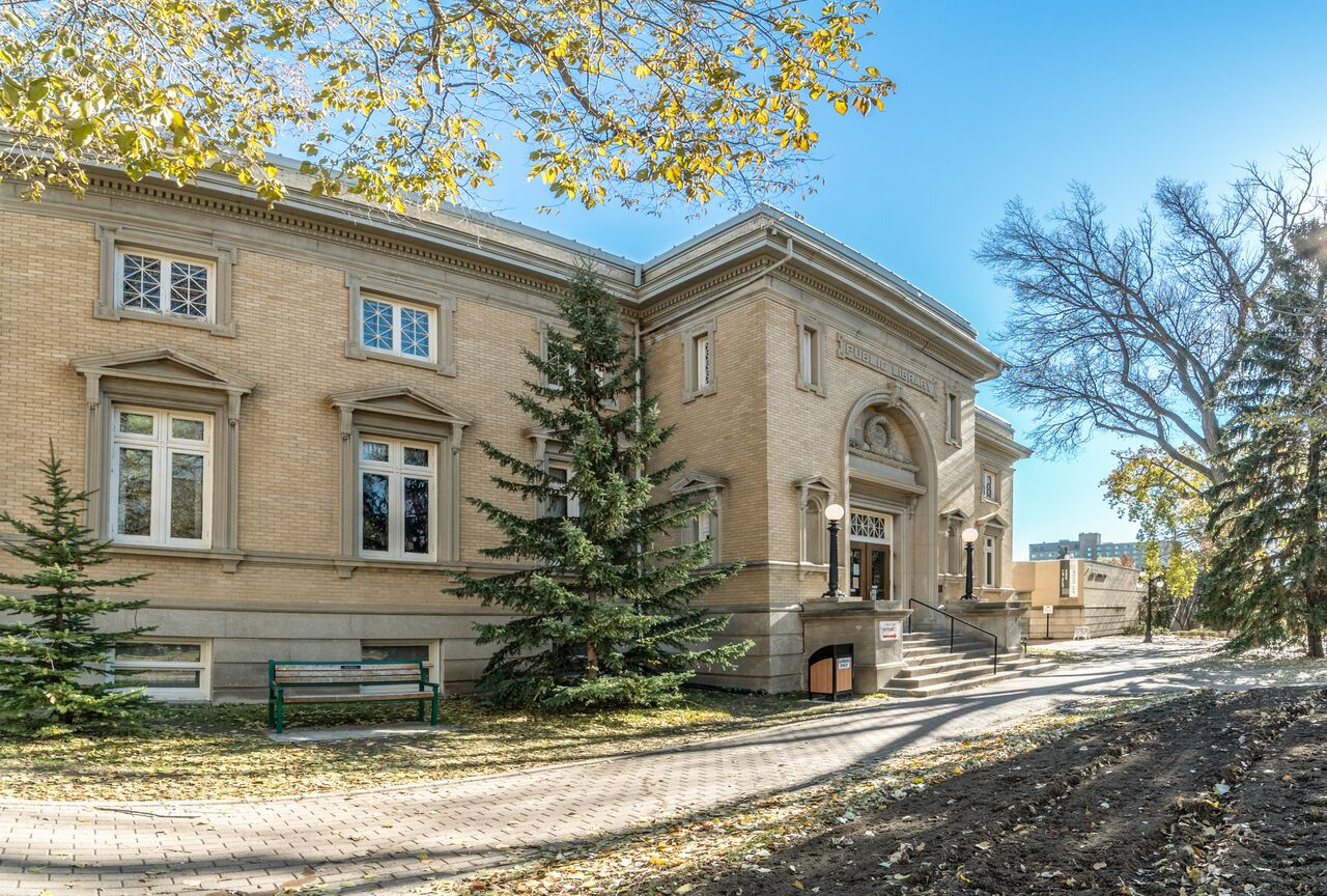 Moose Jaw Public Library - Photo By Roxanne Ashe - Virtual Interiors Photography