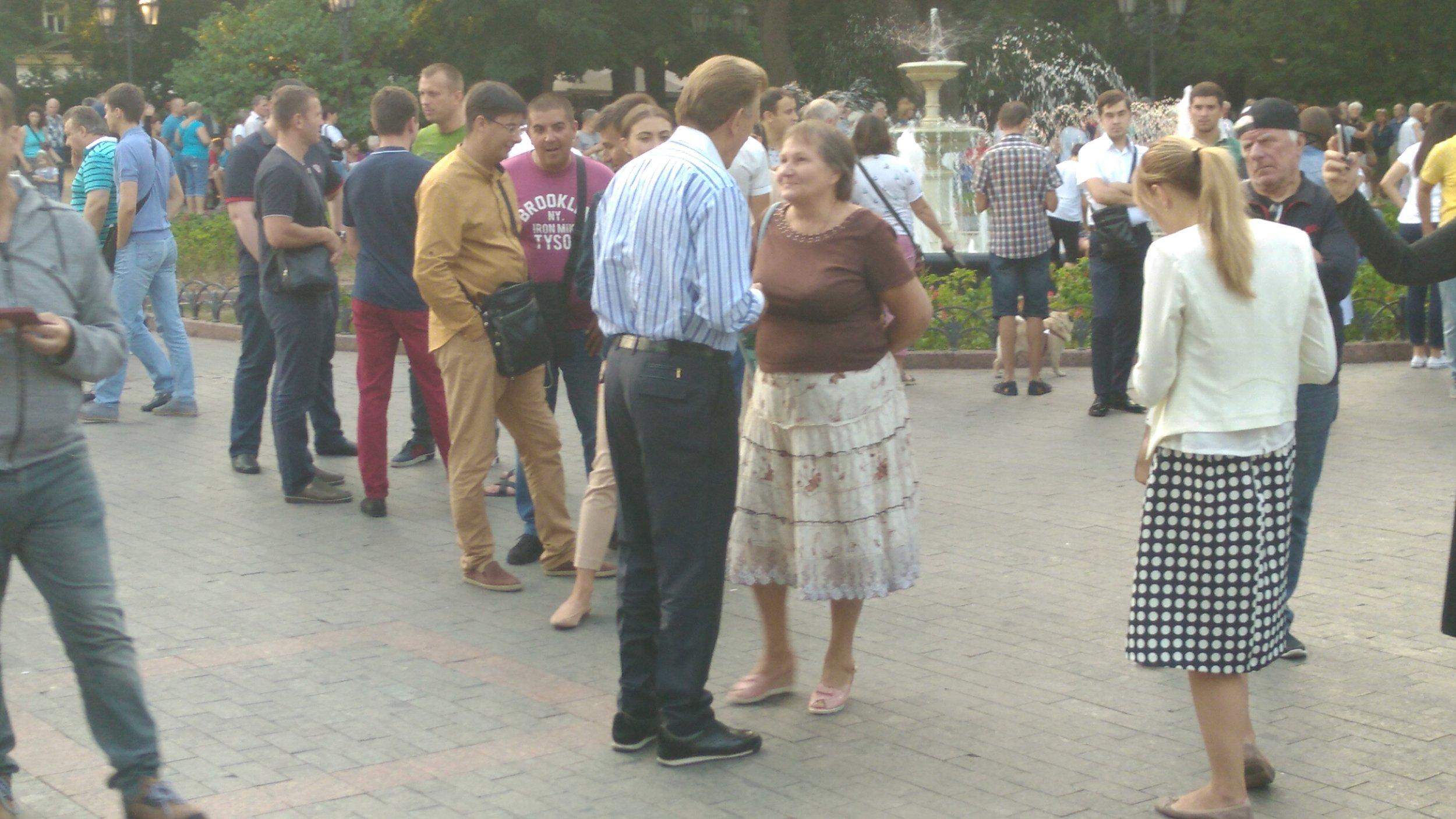 Kivalov speaks to a constituent