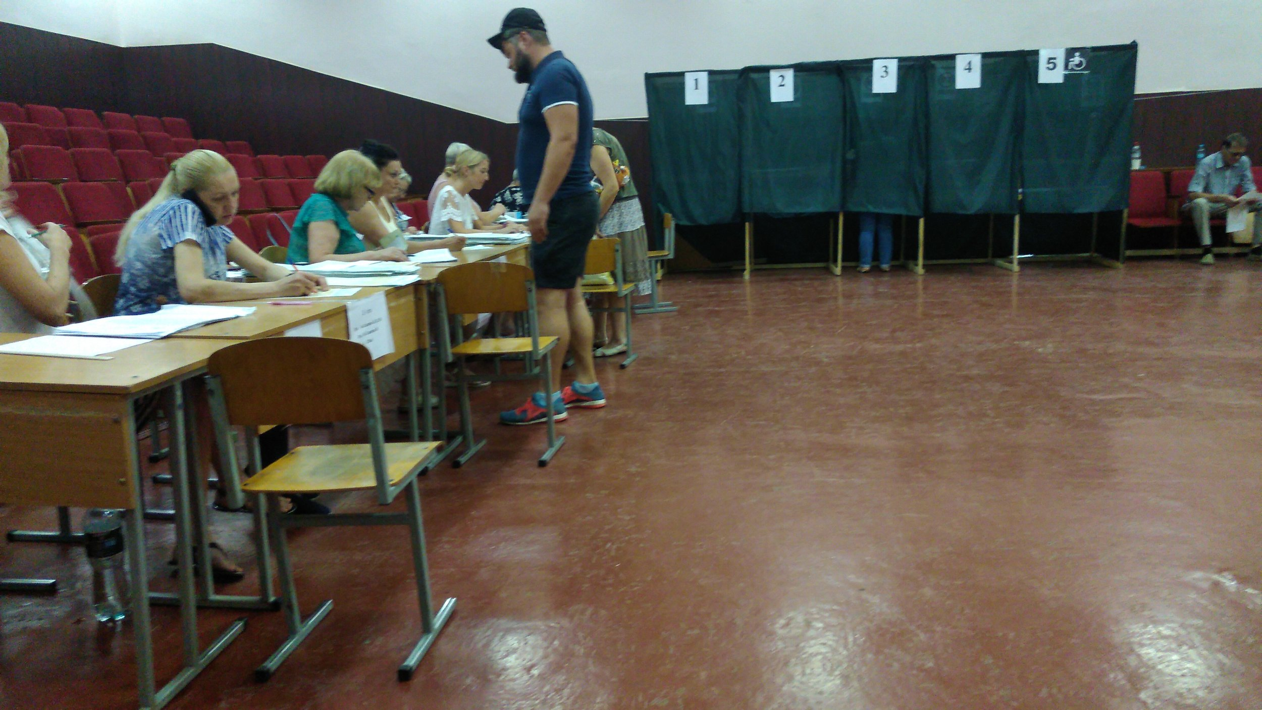 Picking up the ballot papers in Odesa - MJ Independent Photo