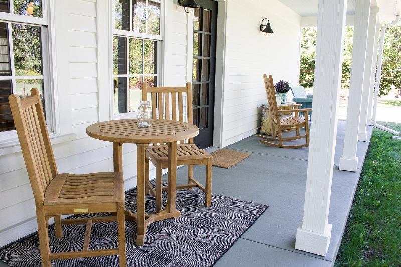 back porch (800x533).jpg