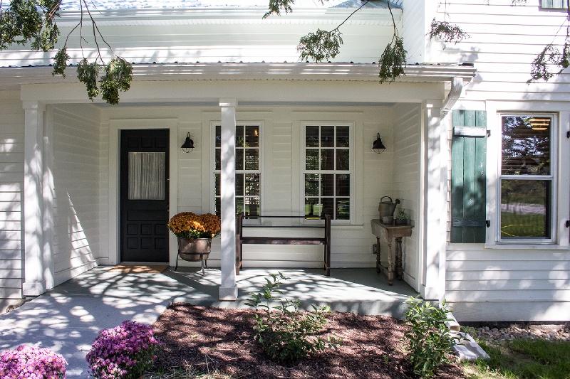 front porch (800x533).jpg