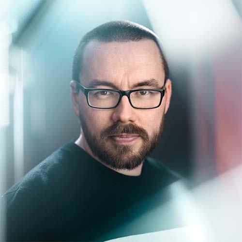 Matti Immonen  Director |DP | Photographer +358 50 370 5058  matti@smak.fi