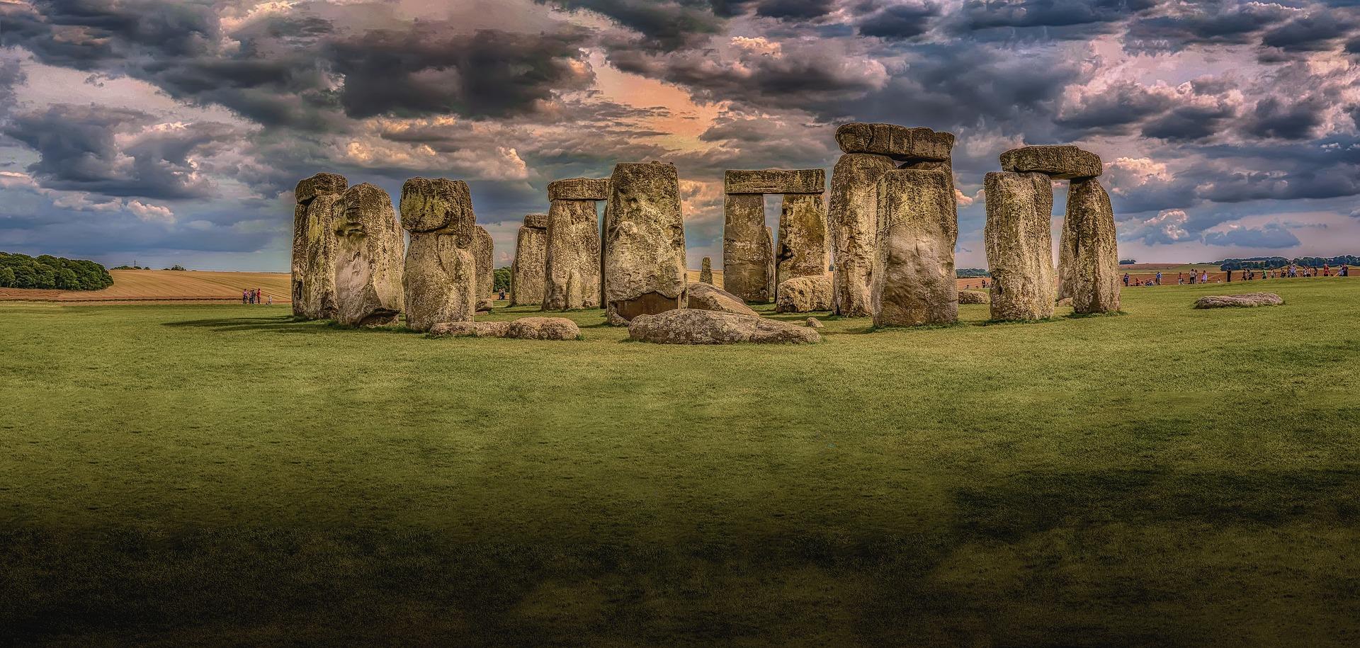 stonehenge-1590047_1920.jpg