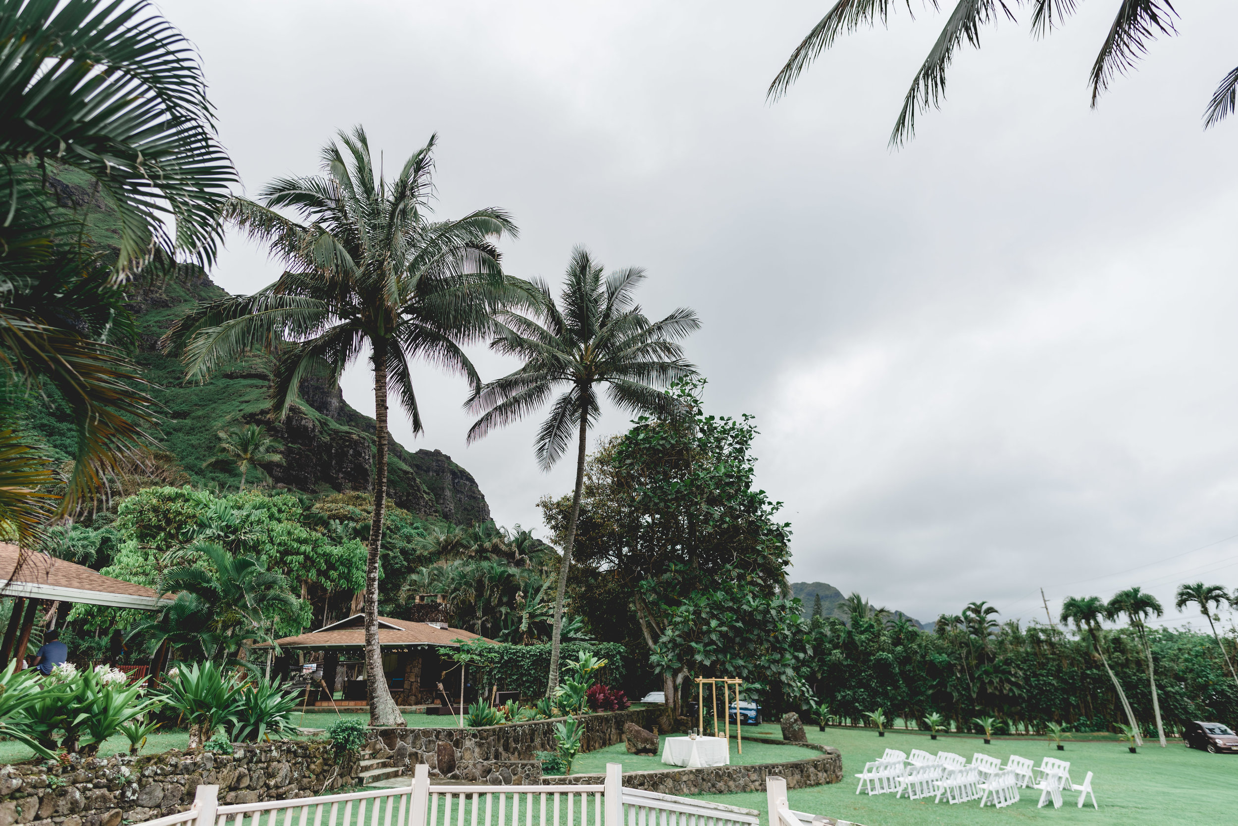 Oahu-Hawaii-Wedding-getting-ready-24.jpg