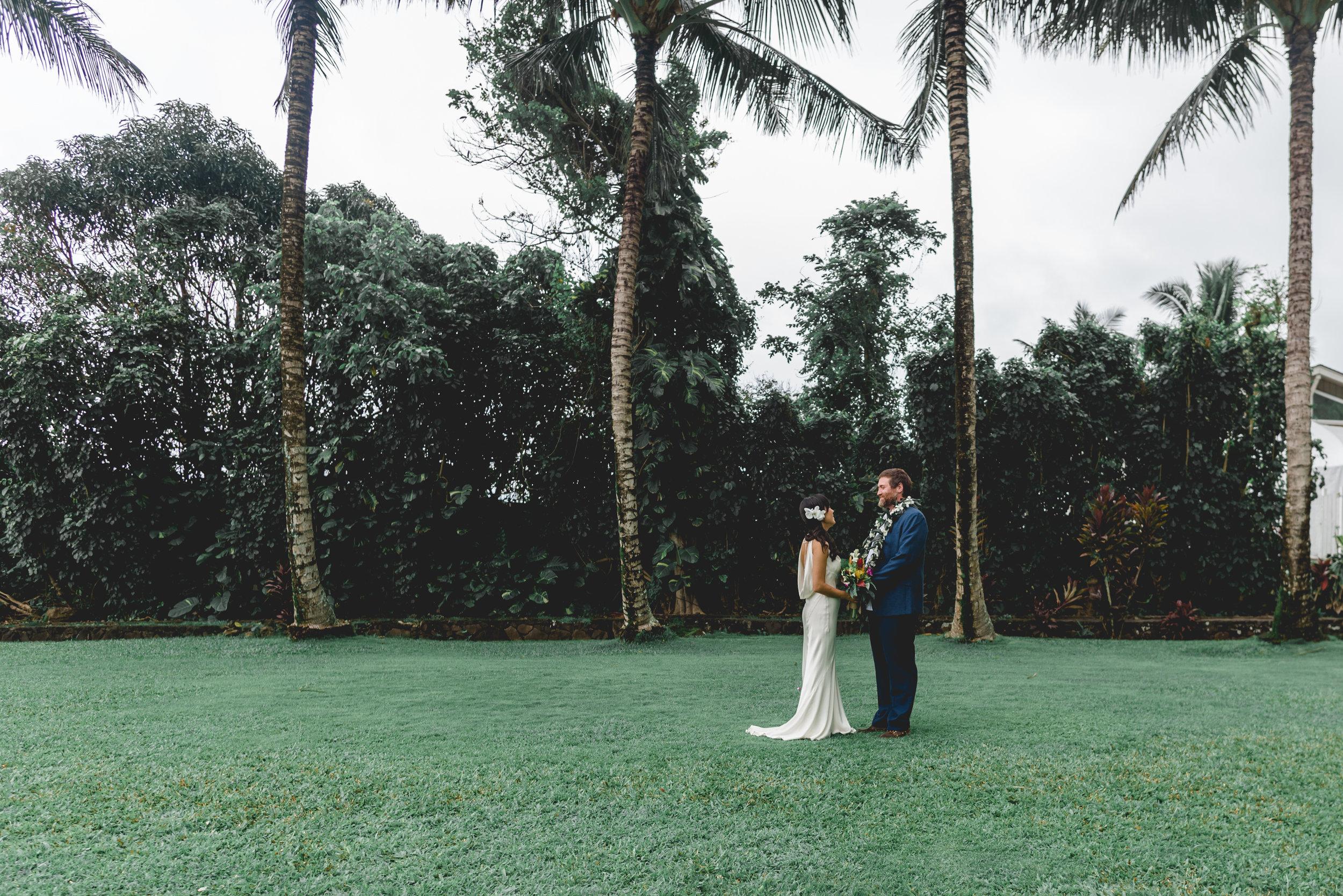 Oahu-Hawaii-wedding-couple-49.jpg