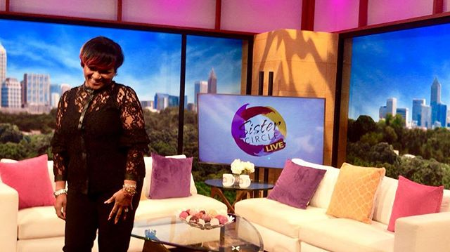 Tune in LIVE today at 12/11am CST to @sistercircletv with @lisapagebrooks discussing her new music and performance @eonenashville‼️#mylife #lisapagebrooks #eonenashville