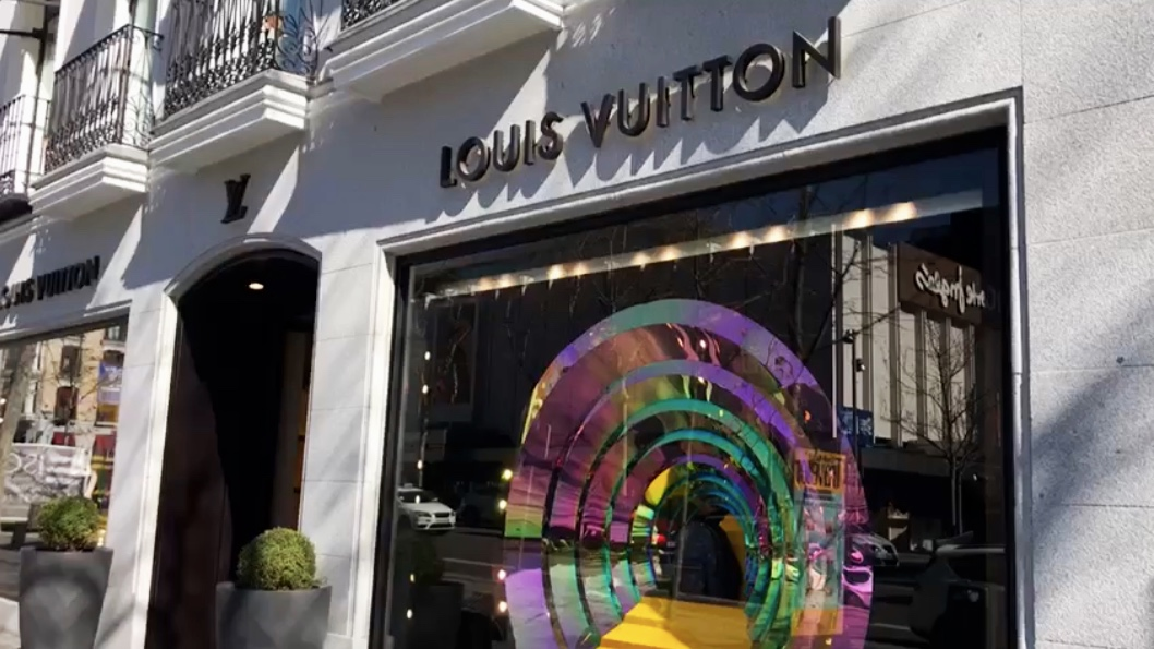 POP-UP STORE DESIGN - We love the challenge of designing retail spaces and branded experiences, from luxurious pop-up spas, to sleek retail environments