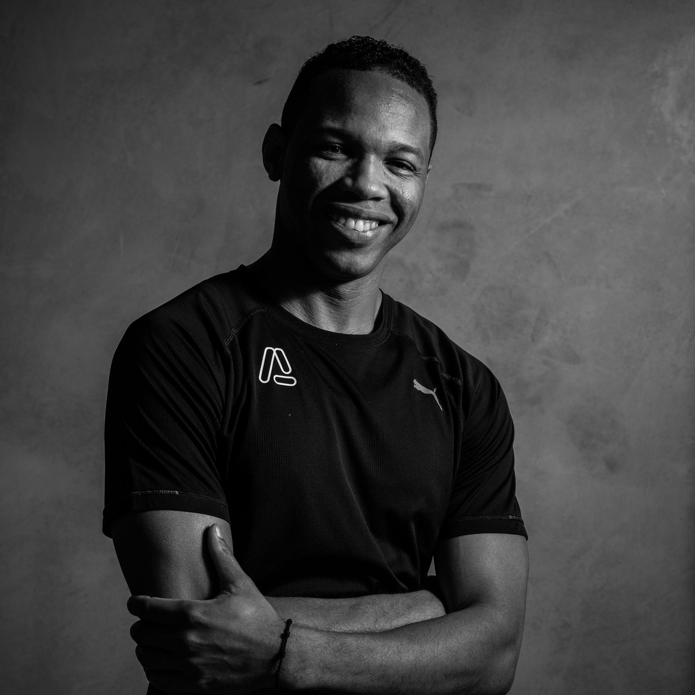 Coach Lázaro   Nuestra experto en levantamiento de pesas/halterofilia.  Sus fuertes son el entrenamiento de pierna así como el entrenamiento competitivo.  Lleva tu cuerpo a otro nivel entrenando con ella.
