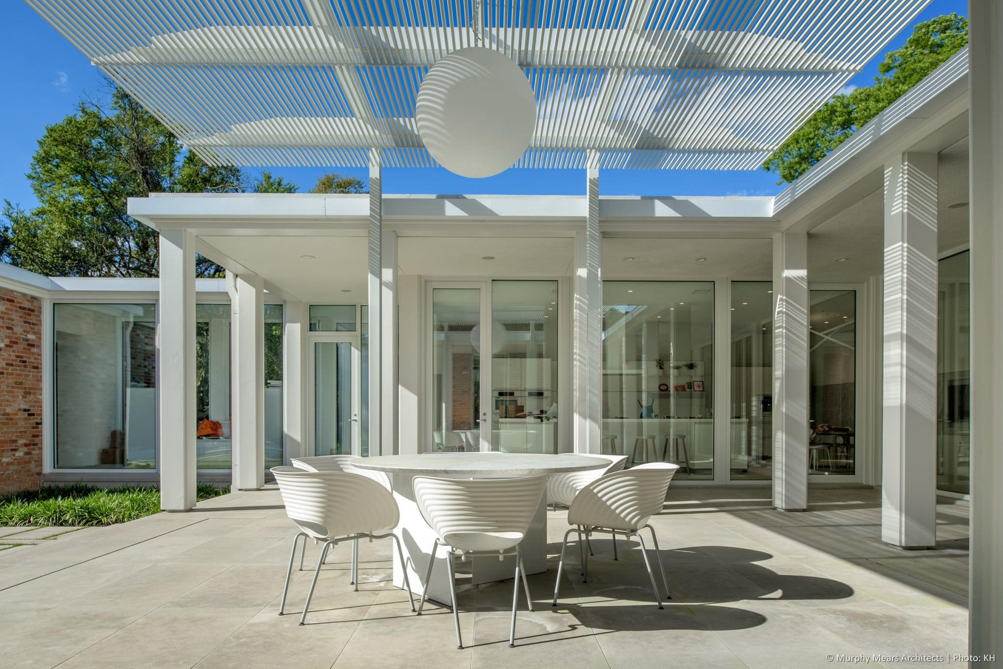 w-mid-century-modern-home-hugo-neuhaus-renovation-outdoor-dining-trellis-limestone2.jpg