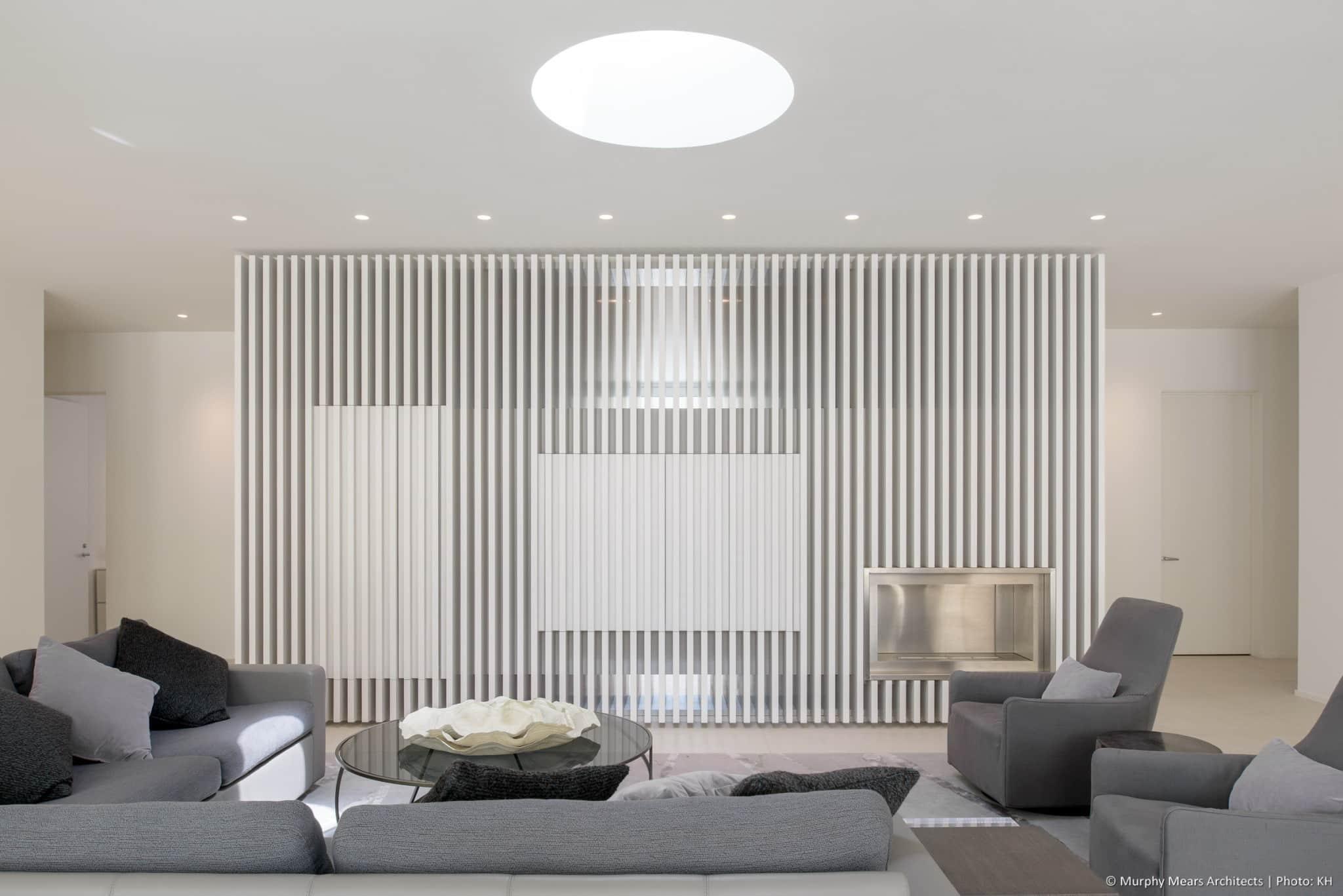 w-mid-century-modern-home-neuhaus-harwood-taylor-renovation-centerpiece-fin-wall-skylight.jpg