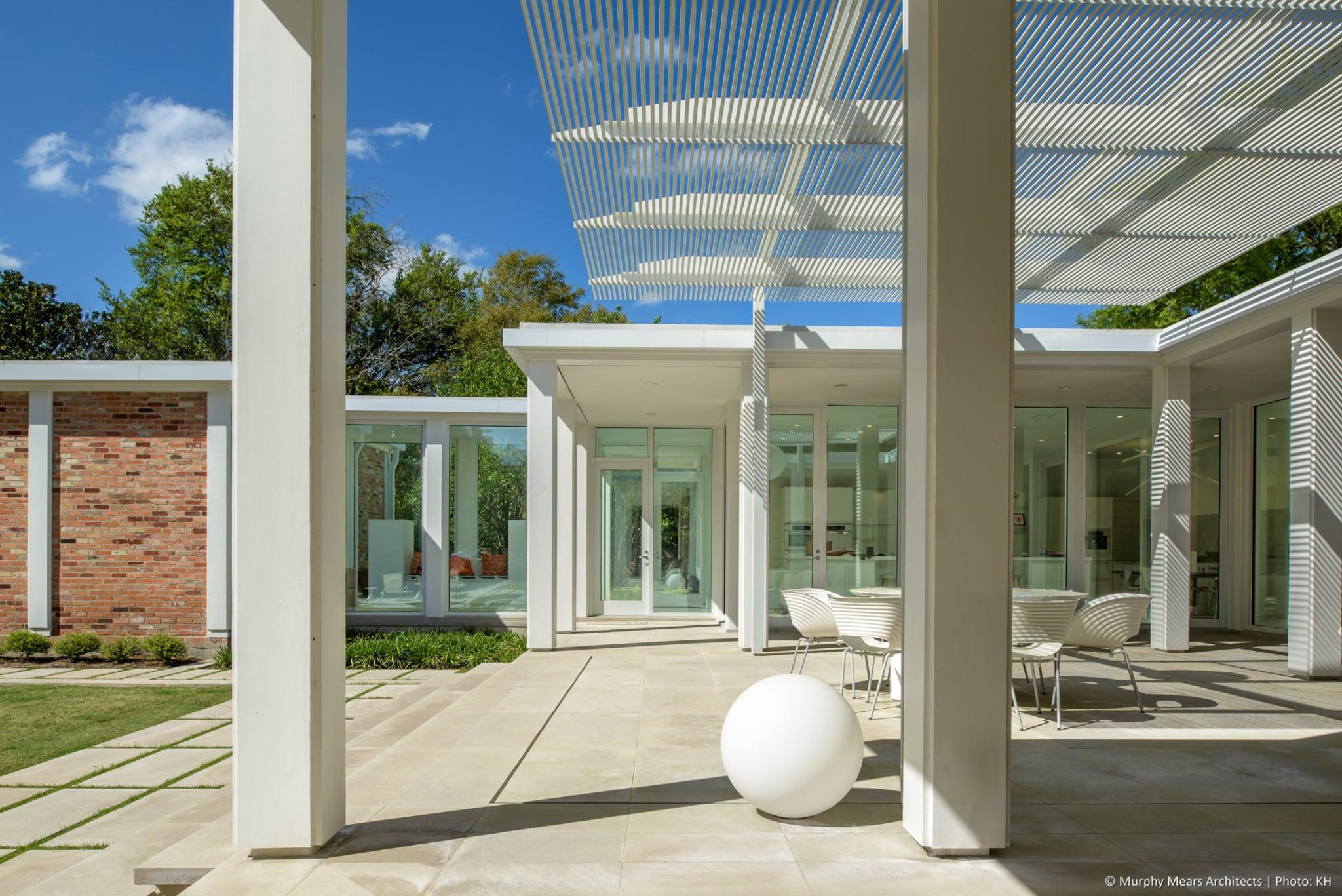 w-mid-century-modern-home-neuhaus-harwood-taylor-renovation-sphere-light-columns.jpg