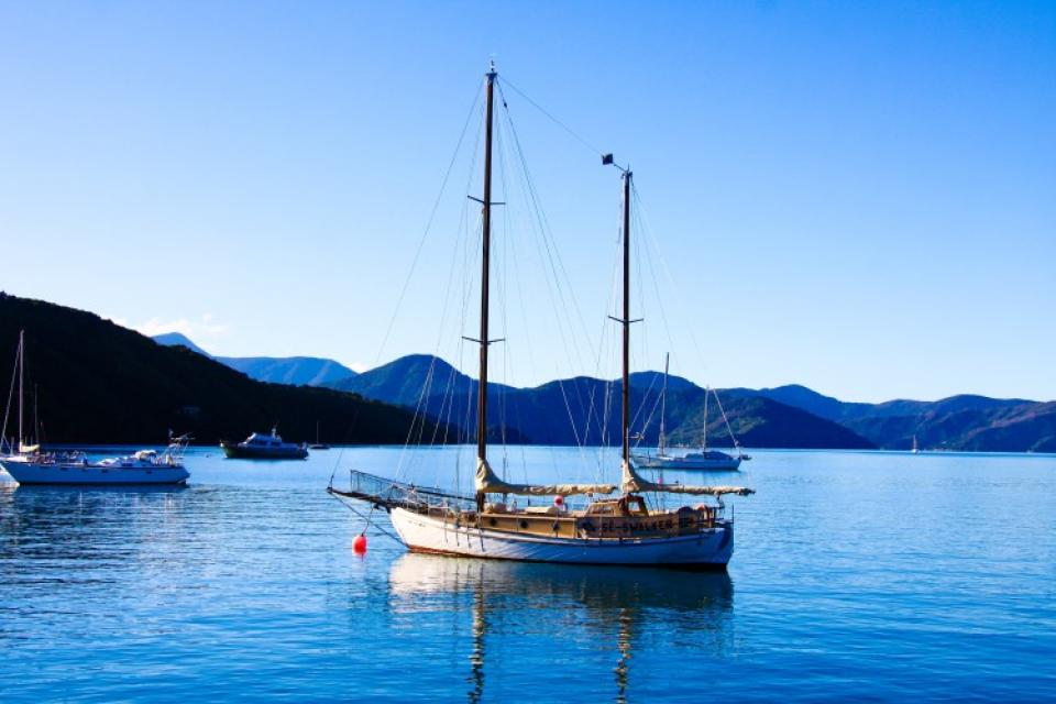 Boat-in-sounds-anchored-e1387504685678.jpg