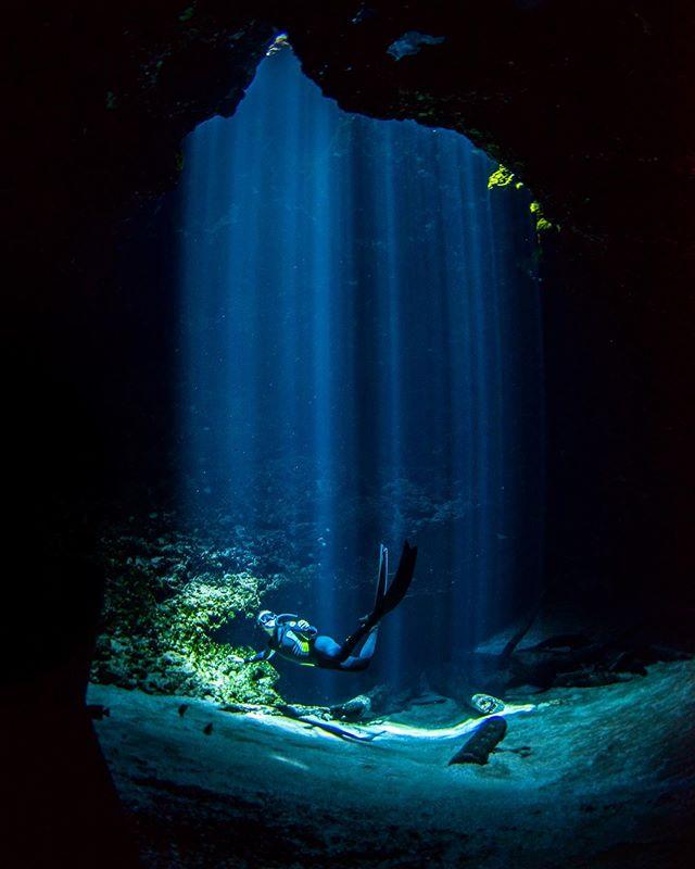Florida's springs are some kind of magic. Freediver: @brittini.arlene