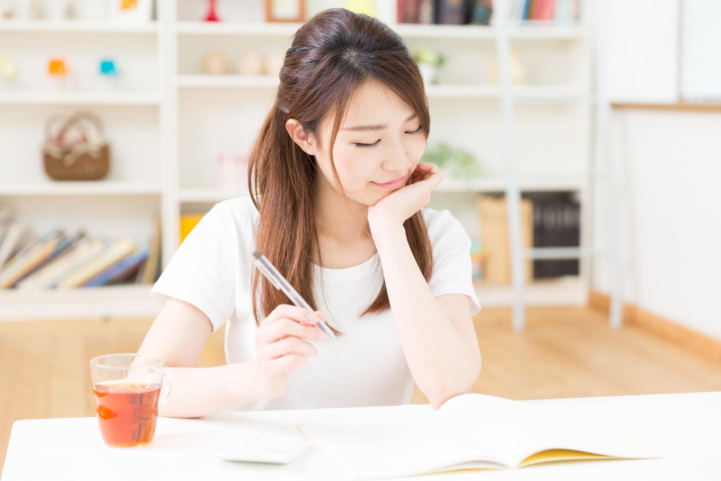 大人コース - 週1回90分のレッスンに加えて月2回の60分ボーナスレッスンがあります。NEOではなんとなく英語を話すことが目的ではありません。せっかくであれば正しい英語であることとコミュニケーションの流暢さの両方に焦点を当てています。大人コースでは様々なご職業の方がいらっしゃいます。そんな方々とつながるツールを英語を介して作り上げていきましょう。もっと見る
