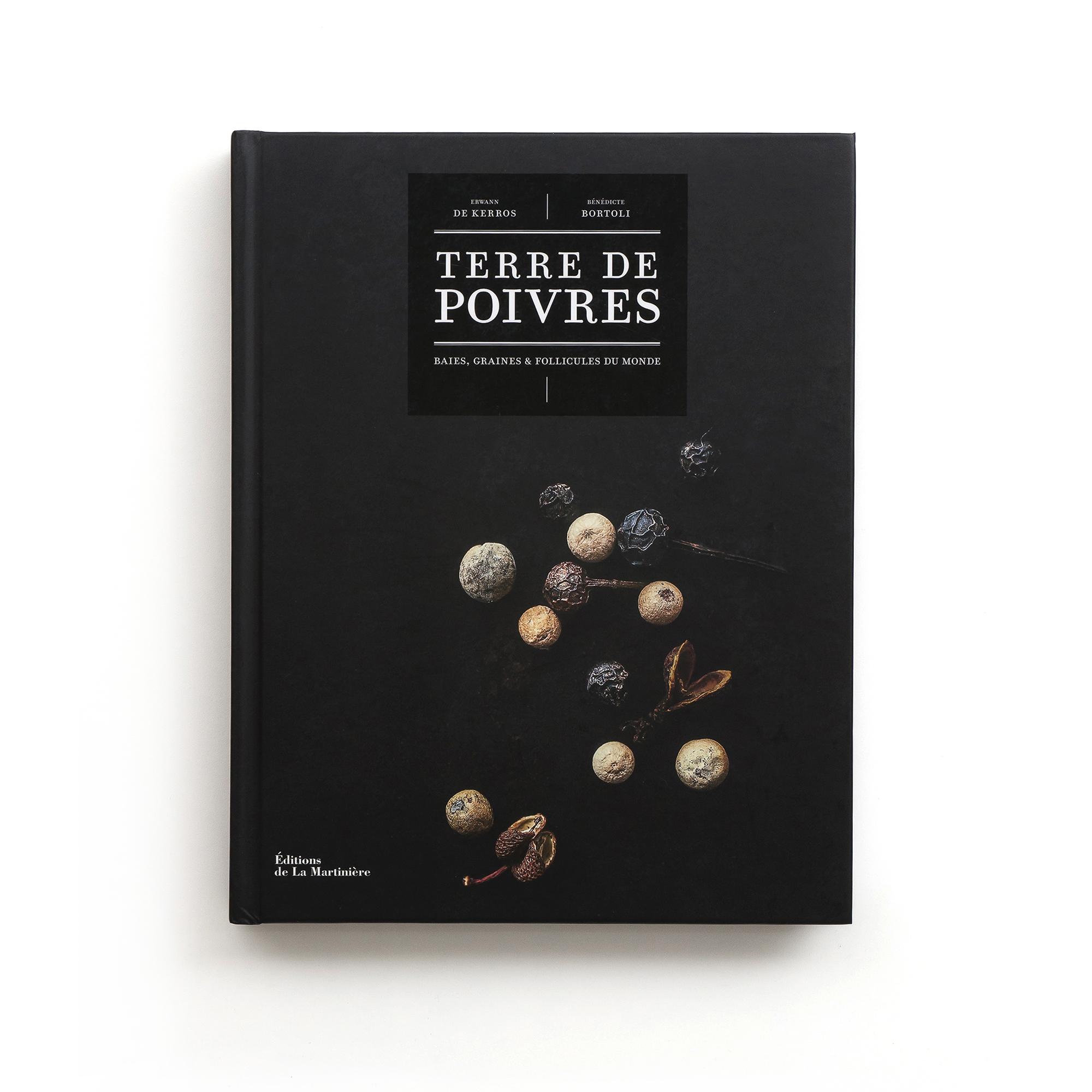 Terre de poivres  Baies, graines & follicules du monde  Erwann De Kerros et Bénédicte Bortoli   Éditions de La Martinière 304 pages