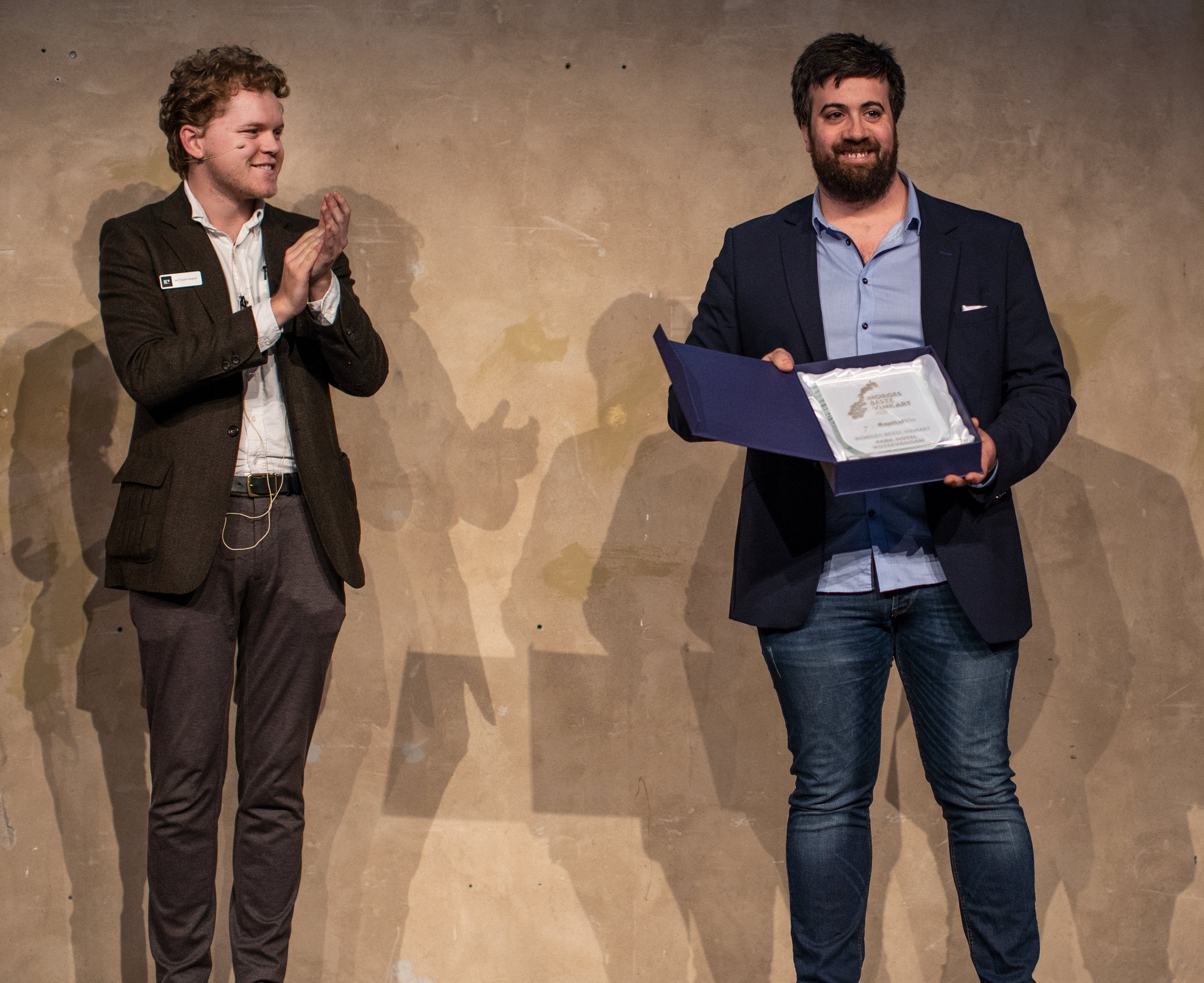 Vinkelner Francesco Marzola fra Park Hotell Vossevangen var overlykkelig over å ha vunnet prisen for det beste vinkartet i Norge