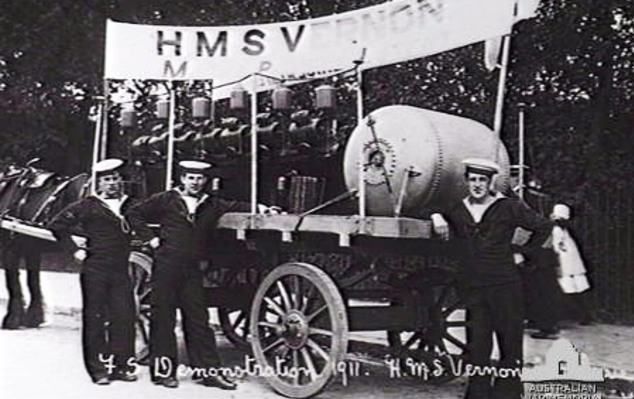 HMS Vernon mine demonstration 1911.jpg