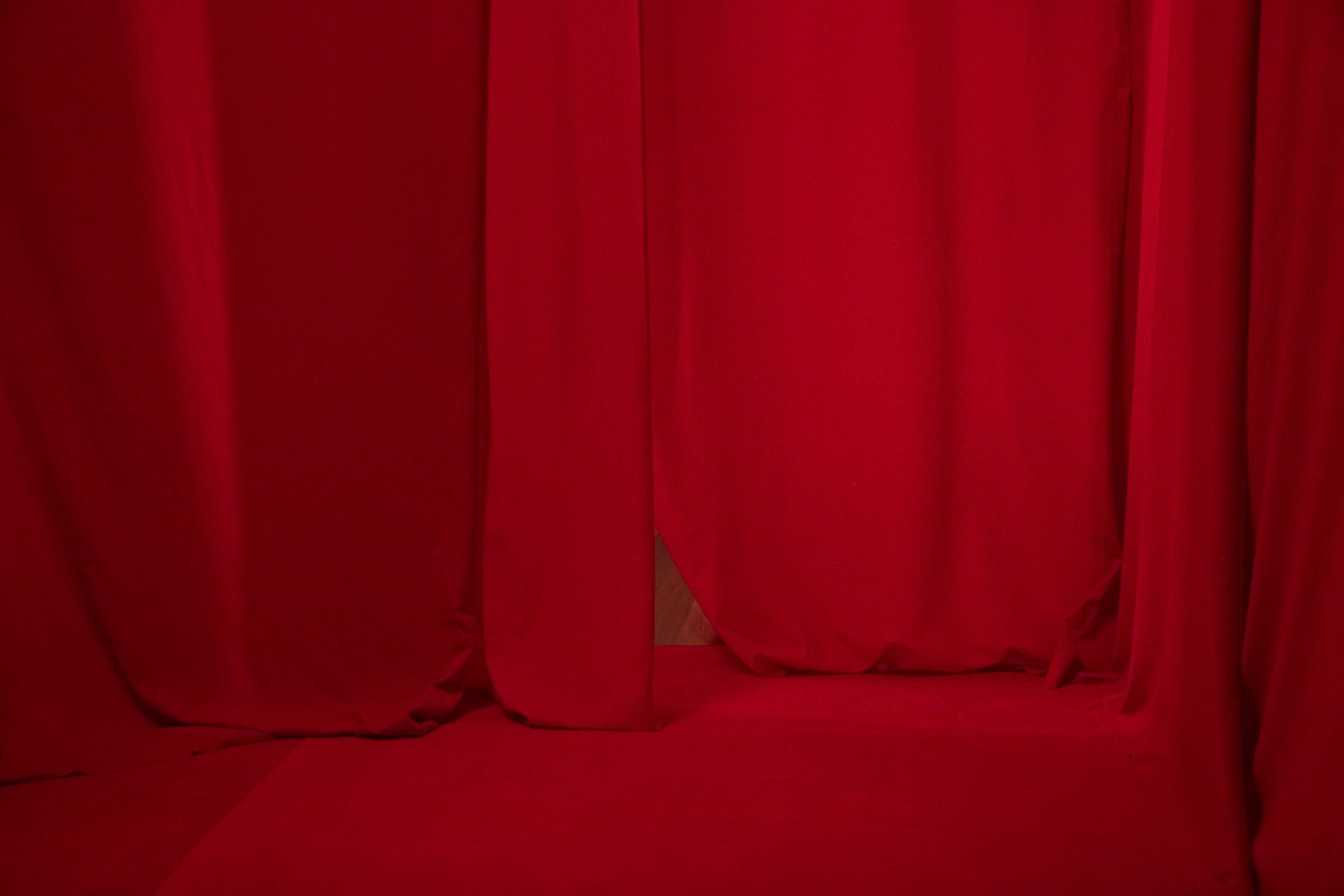 Instalação de Arte Penetrável Vermelho - Ana Biolchini - Brasil