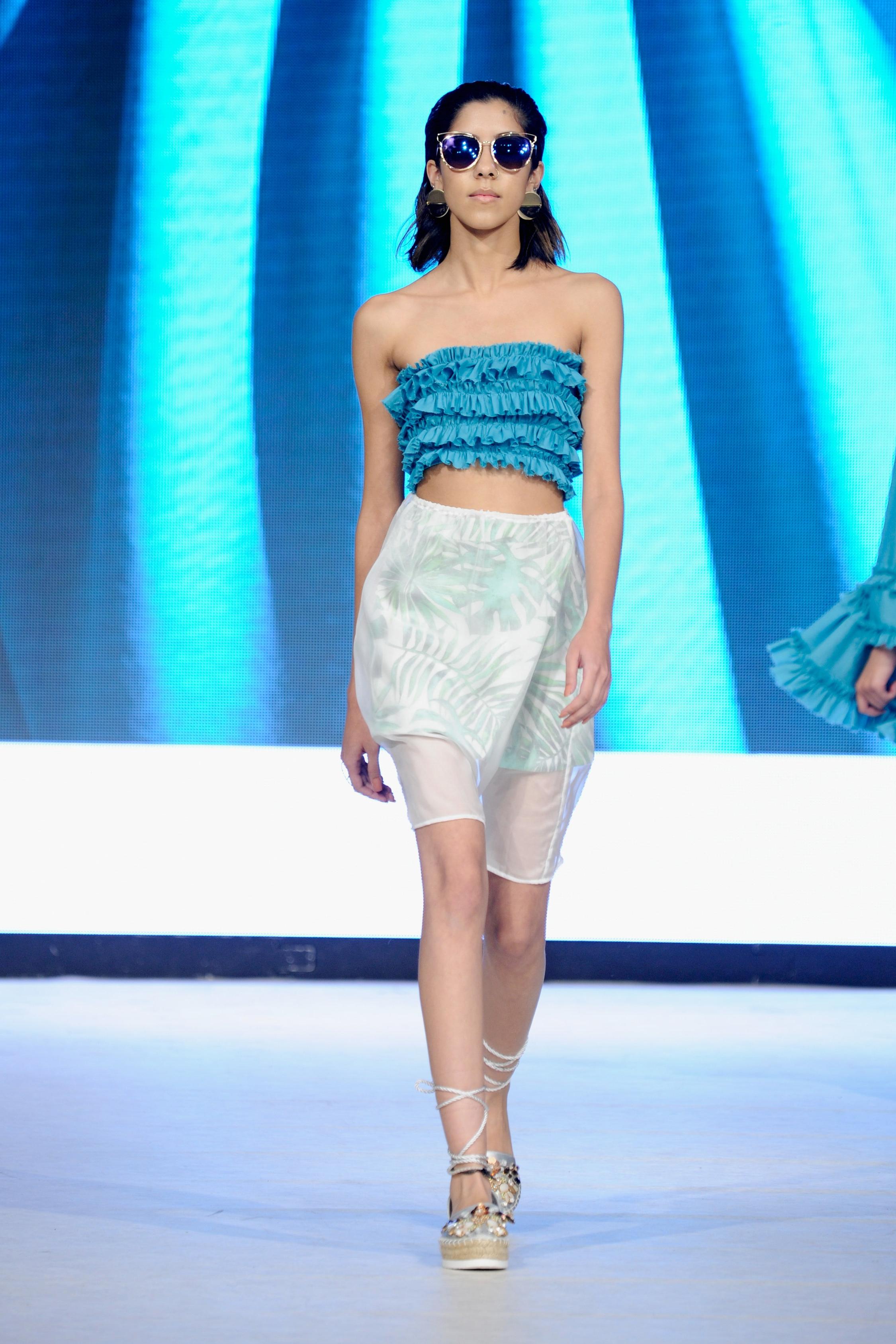 look 5 - 100% merino wool top100% linen wrap mini skirt100% silk over skirt