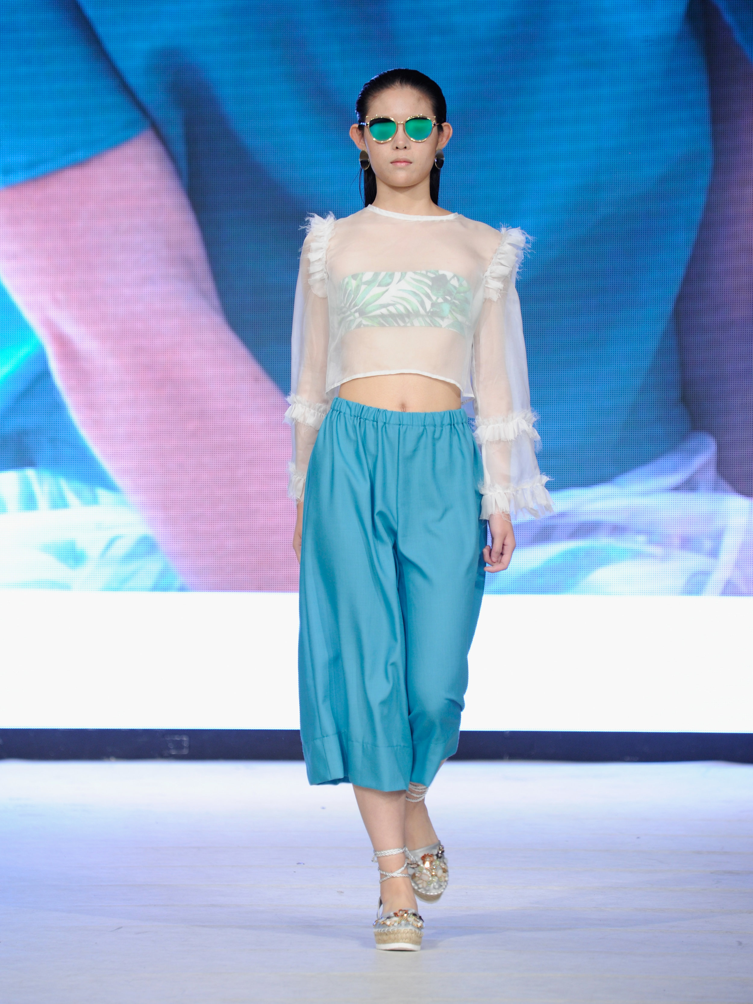 look 7 - 100% linen bandeau top100% silk blouse100% merino wool culottes