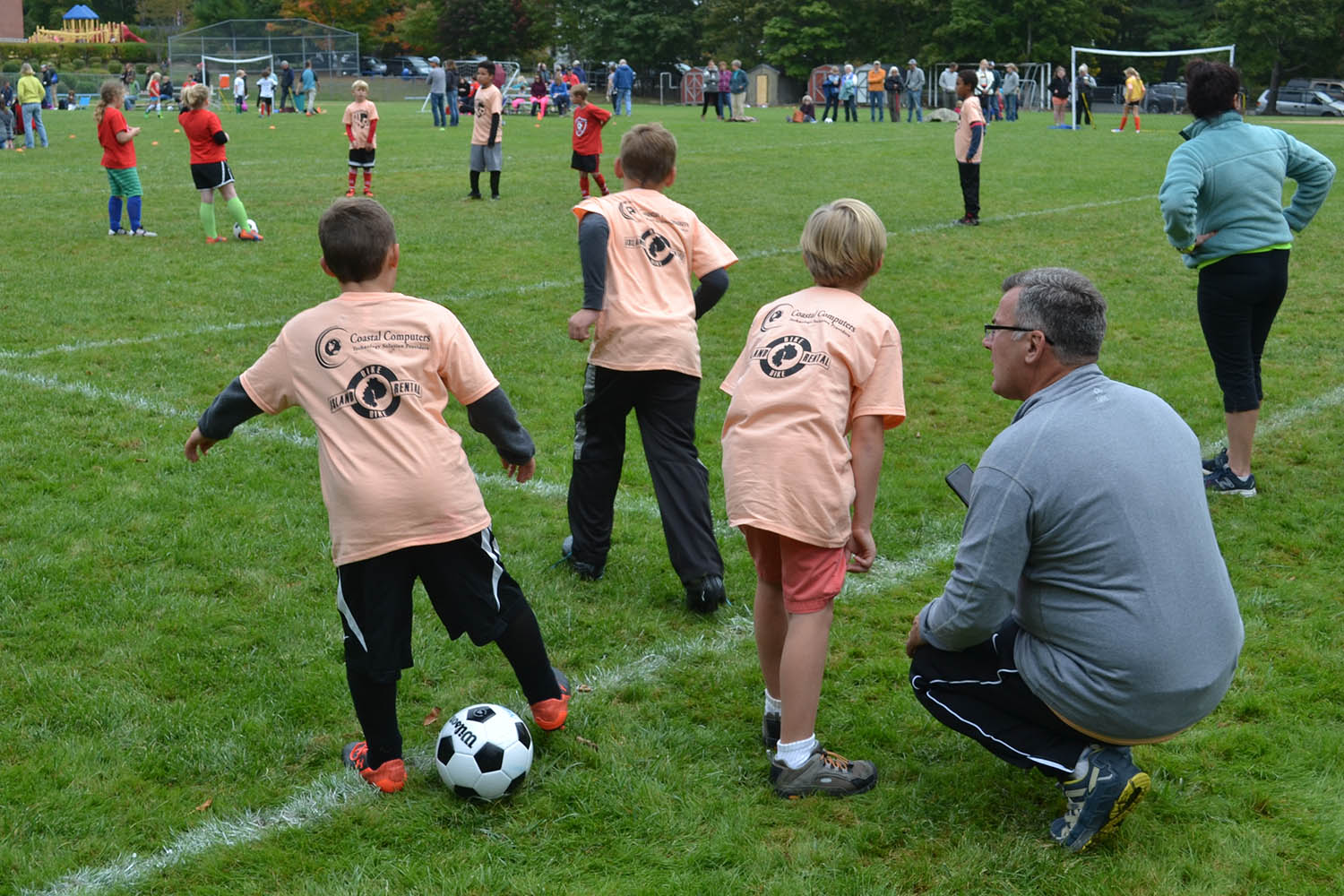 Our youth sports programs are all about teamwork, having fun, and good sportsmanship thanks to some amazing volunteers. Whether you've coached before or simply want to share your knowledge of game, we're always appreciative of those able to lend a hand.