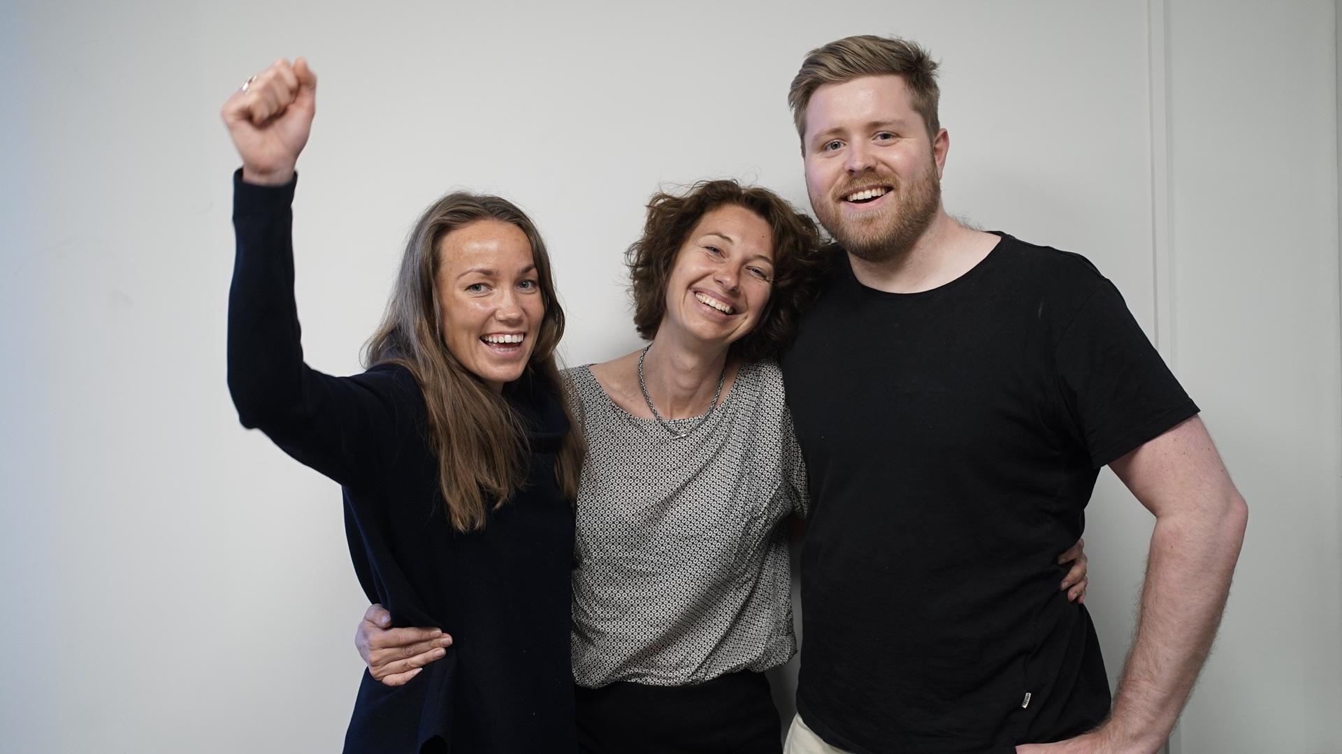 Gjengen bak podkasten 'De som bygger det nye Norge.' F.v.: Kristine Masdal Aadne (OBF), Silvija Seres, Lars Erik Fjøsne (OBF). Foto: Oslo Business Forum