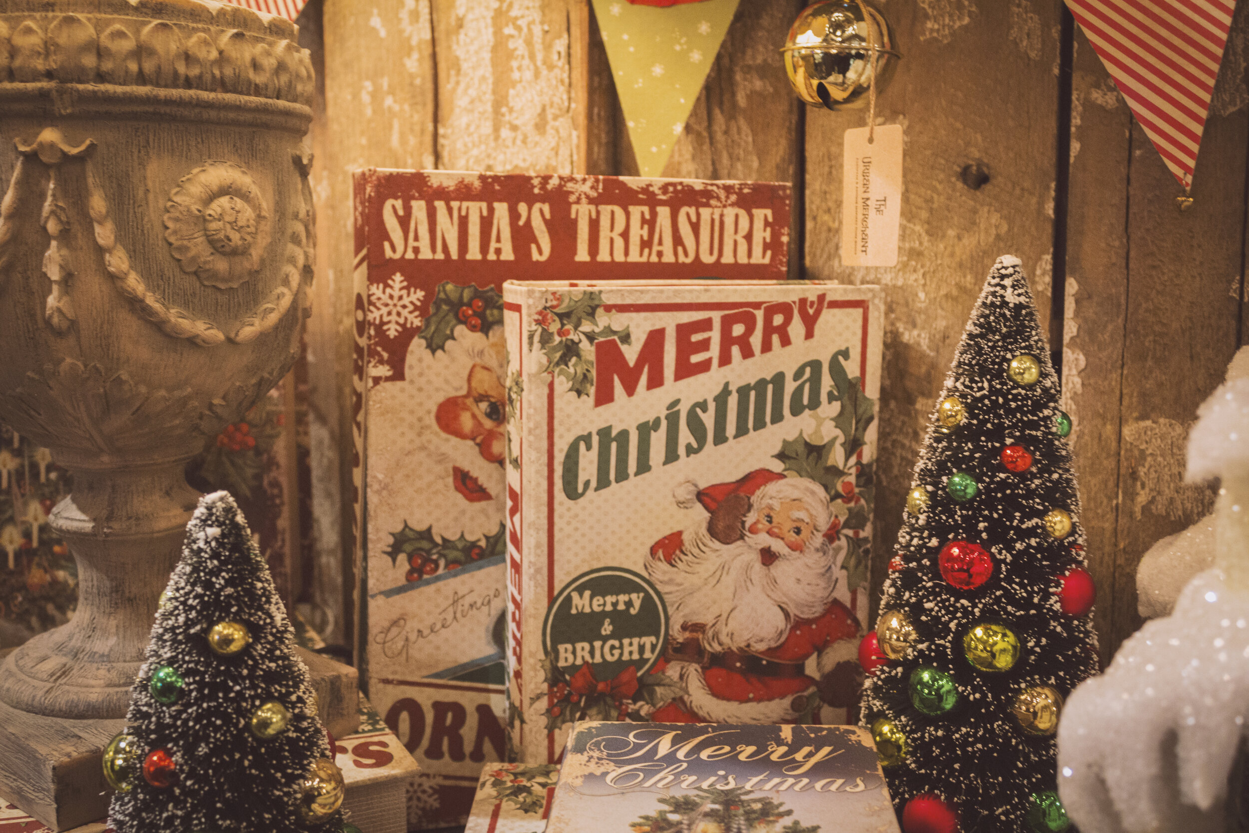 Santa's Workshop - There has been a mix up! Your name is on the naught list!  Sneak into Santa's Workshop, find the naught list and get your names off before the elves return and have a holly jolly Christmas!Number of Players - 8 PlayersDifficulty - 3/10