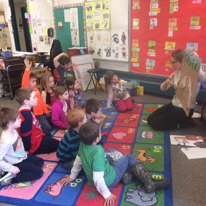 KELT visits a kindergarten class to present about worms!